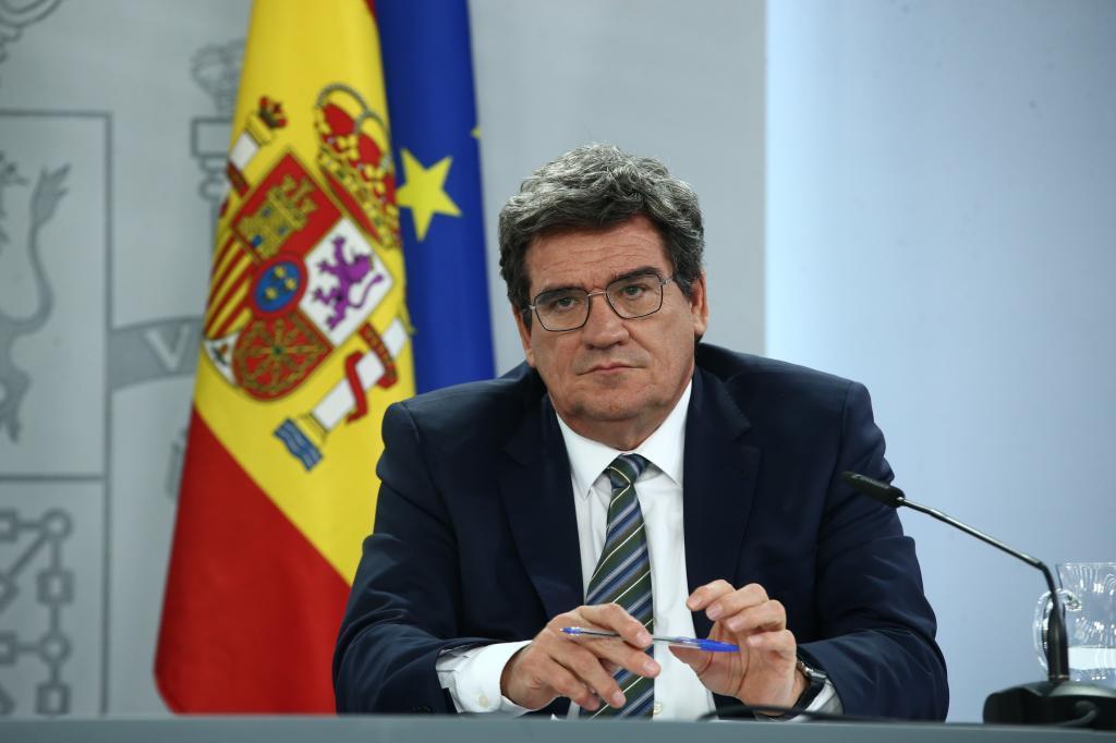Escrivá dice que el SMI impacta moderadamente sobre el empleo y abrirá negociación de ERTE la próxima semana