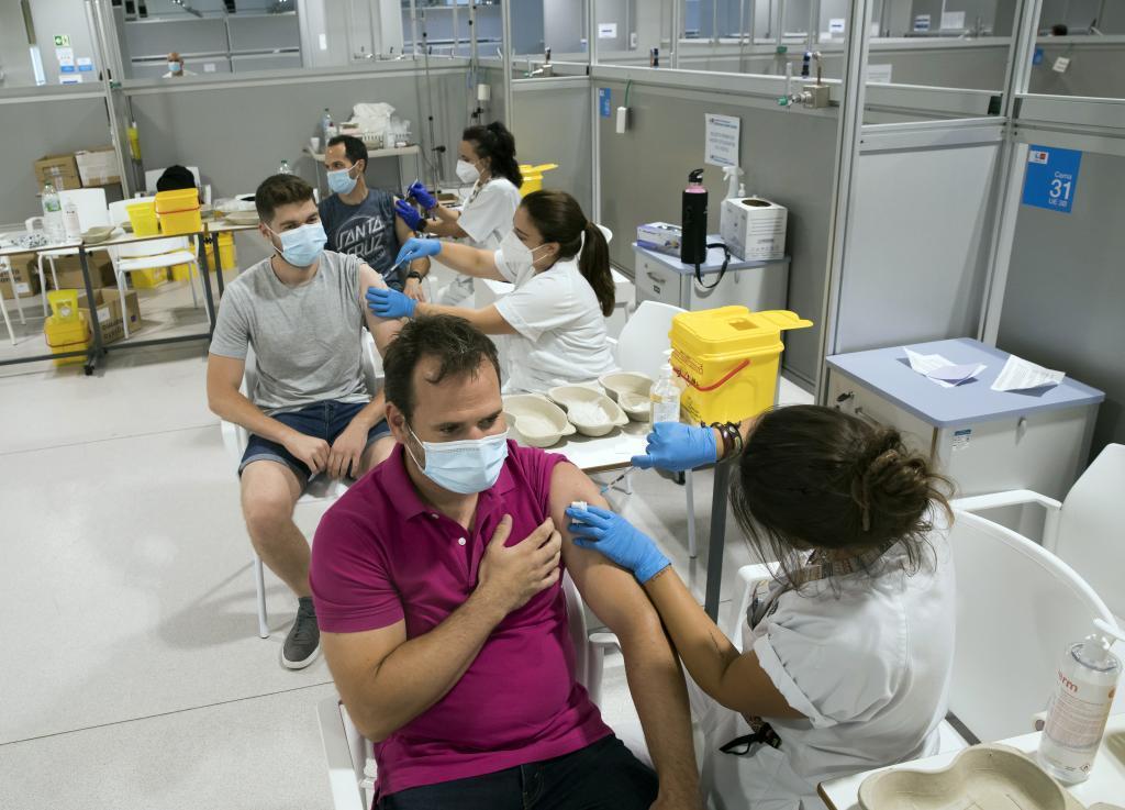 Vacunación en el hospital Isabel Zendal de Madrid