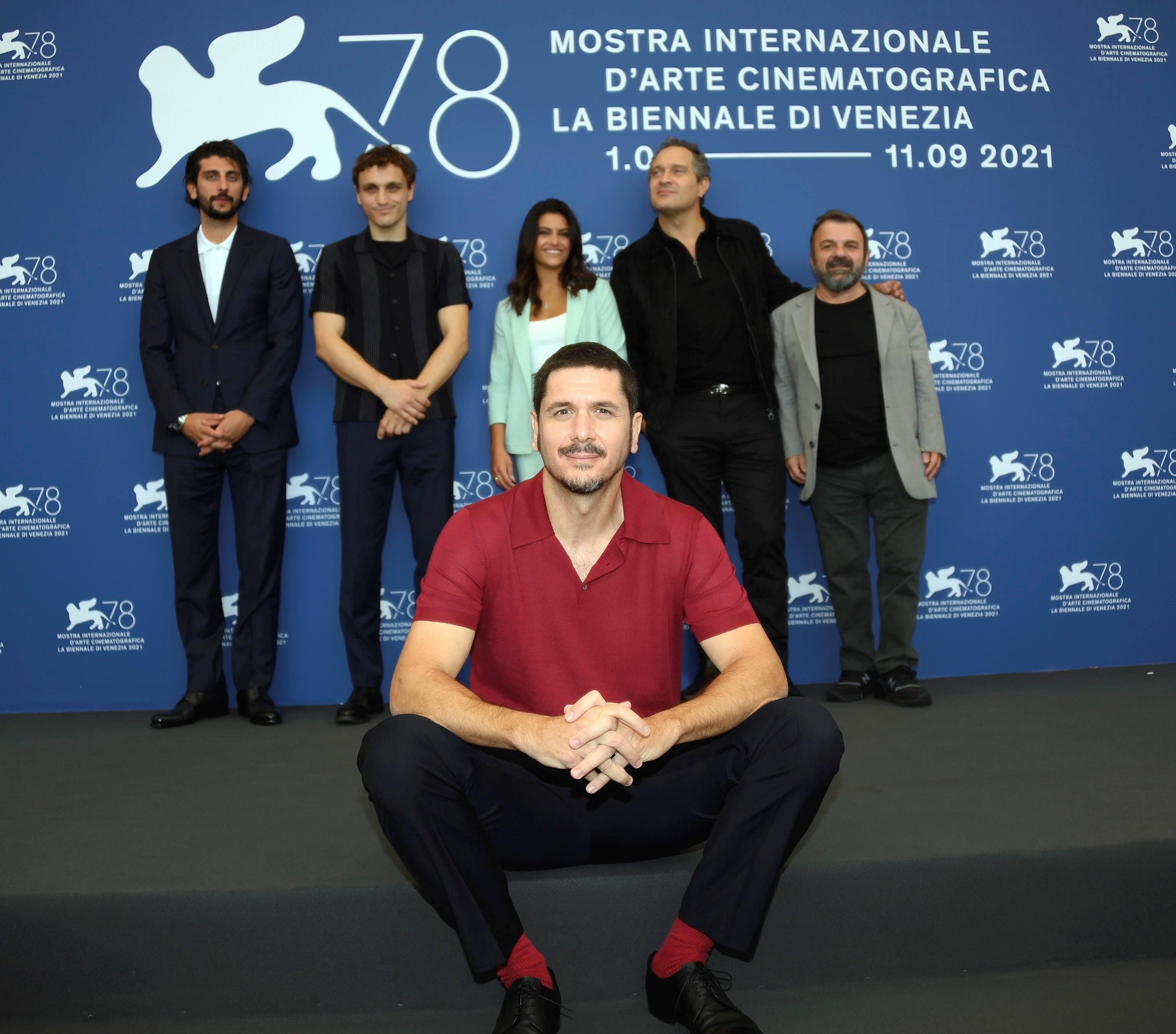 Pietro Castellitto, Franz Rogowski, Aurora Giovinazzo, el director Gabriele Mainetti (delante), Claudio Santamaria y Giancarlo Martini en la presentación de 'Freaks out'.