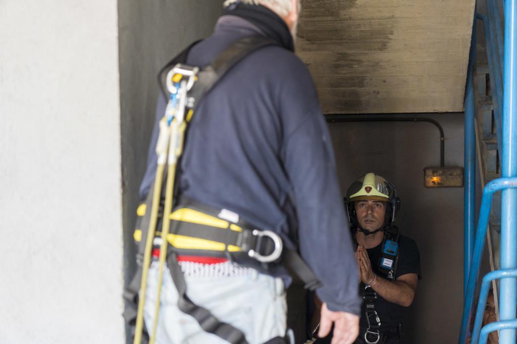 Los bomberos de Madrid, durante un  curso en prevención de suicidios.