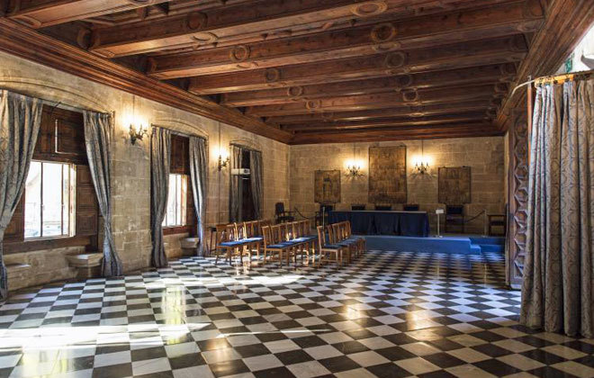 Interior de la Lonja de la Seda de la ciudad.
