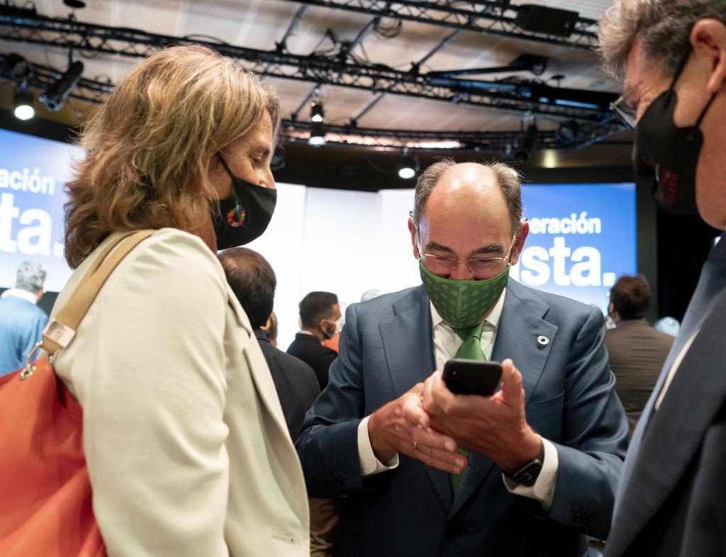 La vicepresidenta de Transición Ecológica, Teresa Ribera, y el presidente de Iberdrola, Ignacio Galán.