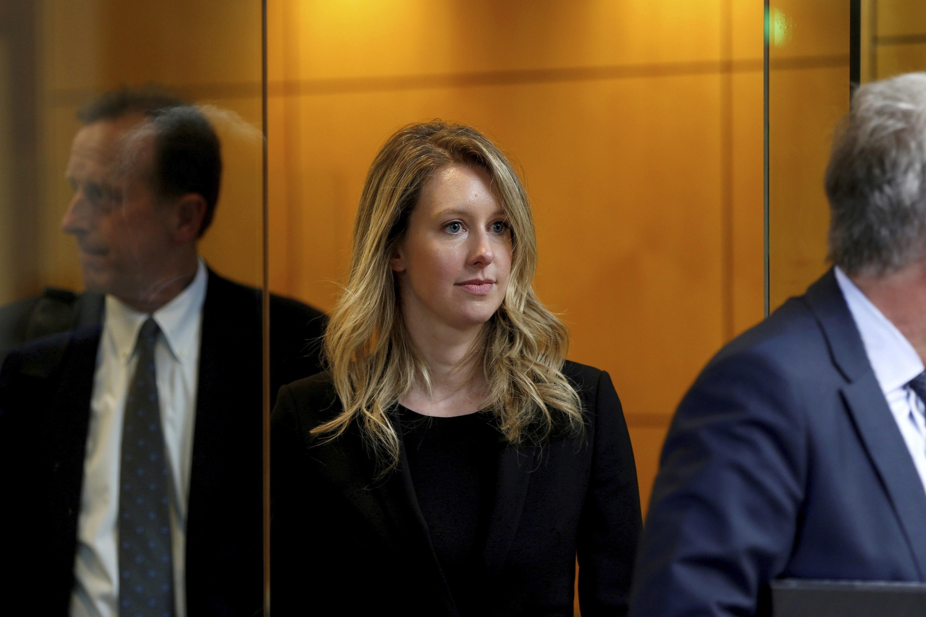 Elizabeth Holmes, después de una audiencia en un tribunal federal en San José.