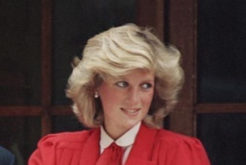 Lady Di, mucho más rubia cuando dio a luz a sus hijos en los 80 que cuando era la prometida del Príncipe Carlos.