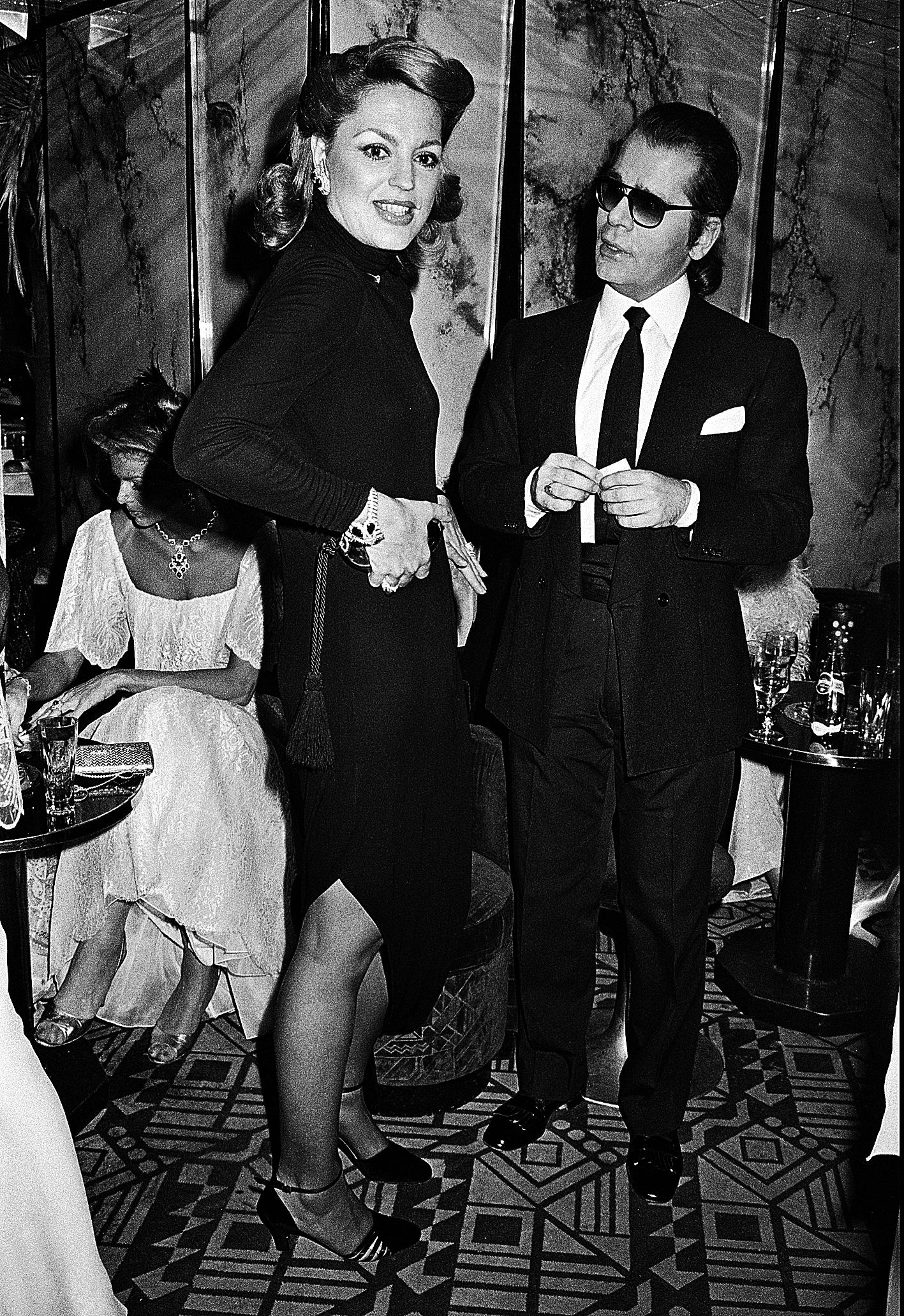 Ira de Fürstenberg con Karl Lagerfeld en Regine's.