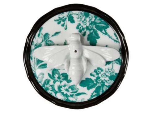 Quemador de incienso de porcelana Herbarium Bee, de Gucci, 170 euros en Farfetch.