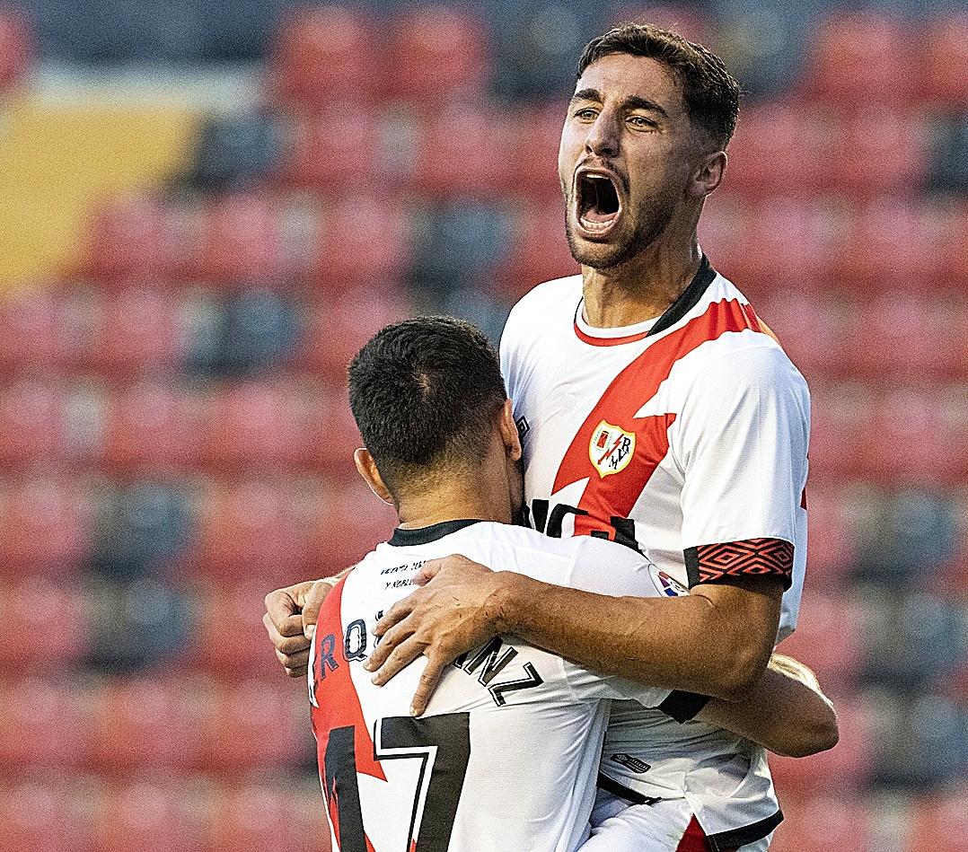 Merquelanz y  Comesaña celebran un gol ante el Granada