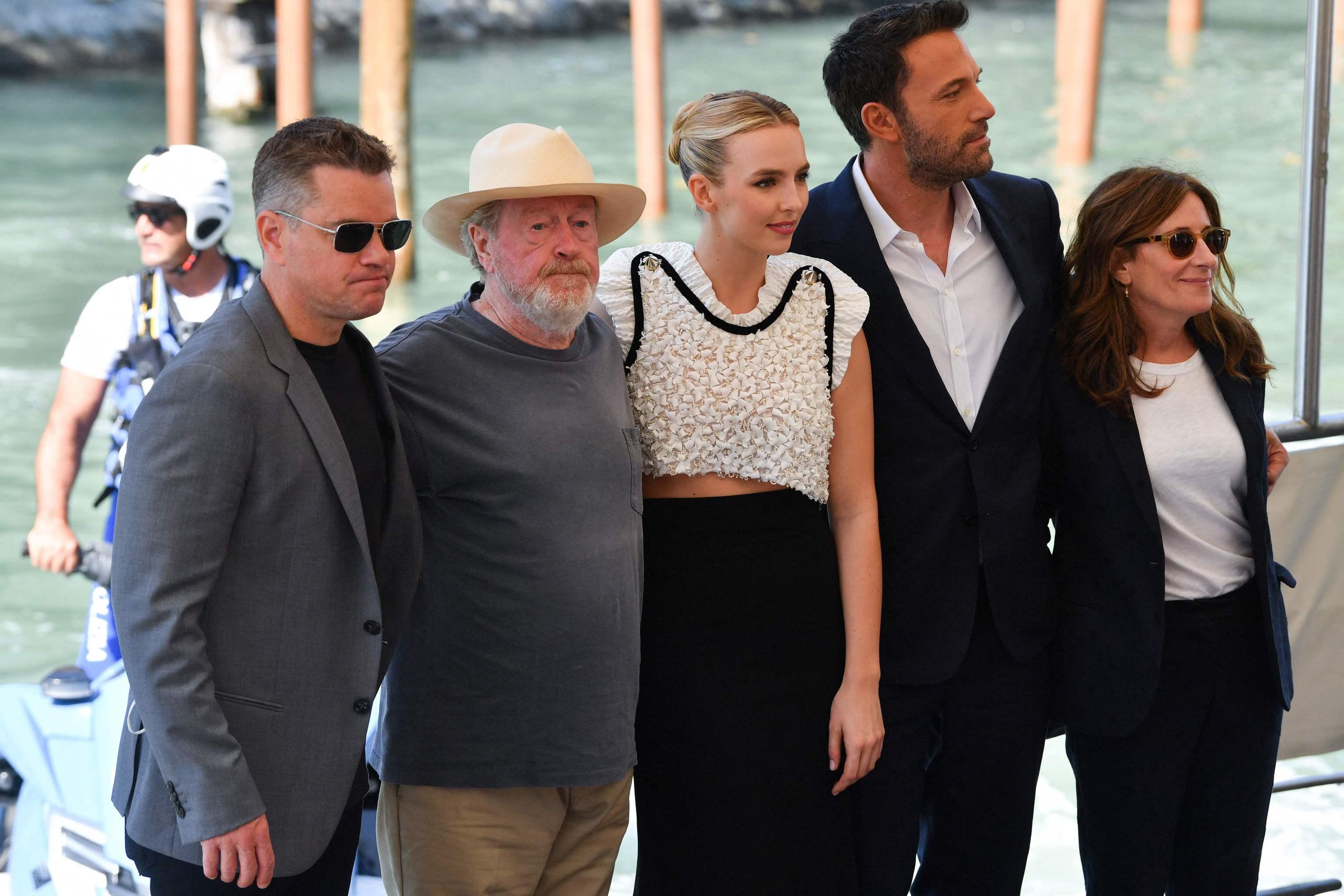 Matt Damon, Ridley Scott, Jodie Comer, Ben Affleck y Nicole Nicole Holofcener en la presentación de 'El último duelo' en Venecia.