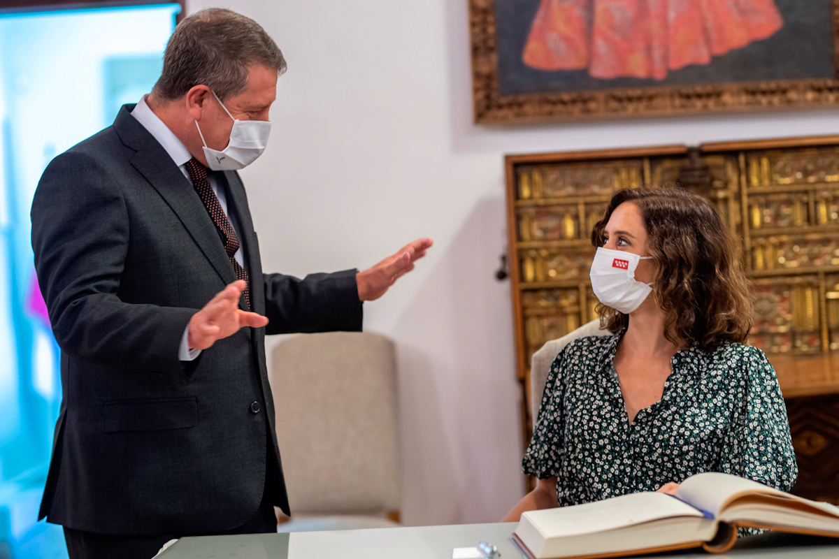 Isabel Díaz Ayuso, ayer en Toledo junto al presidente castellanomanchego, Emiliano García-Page.