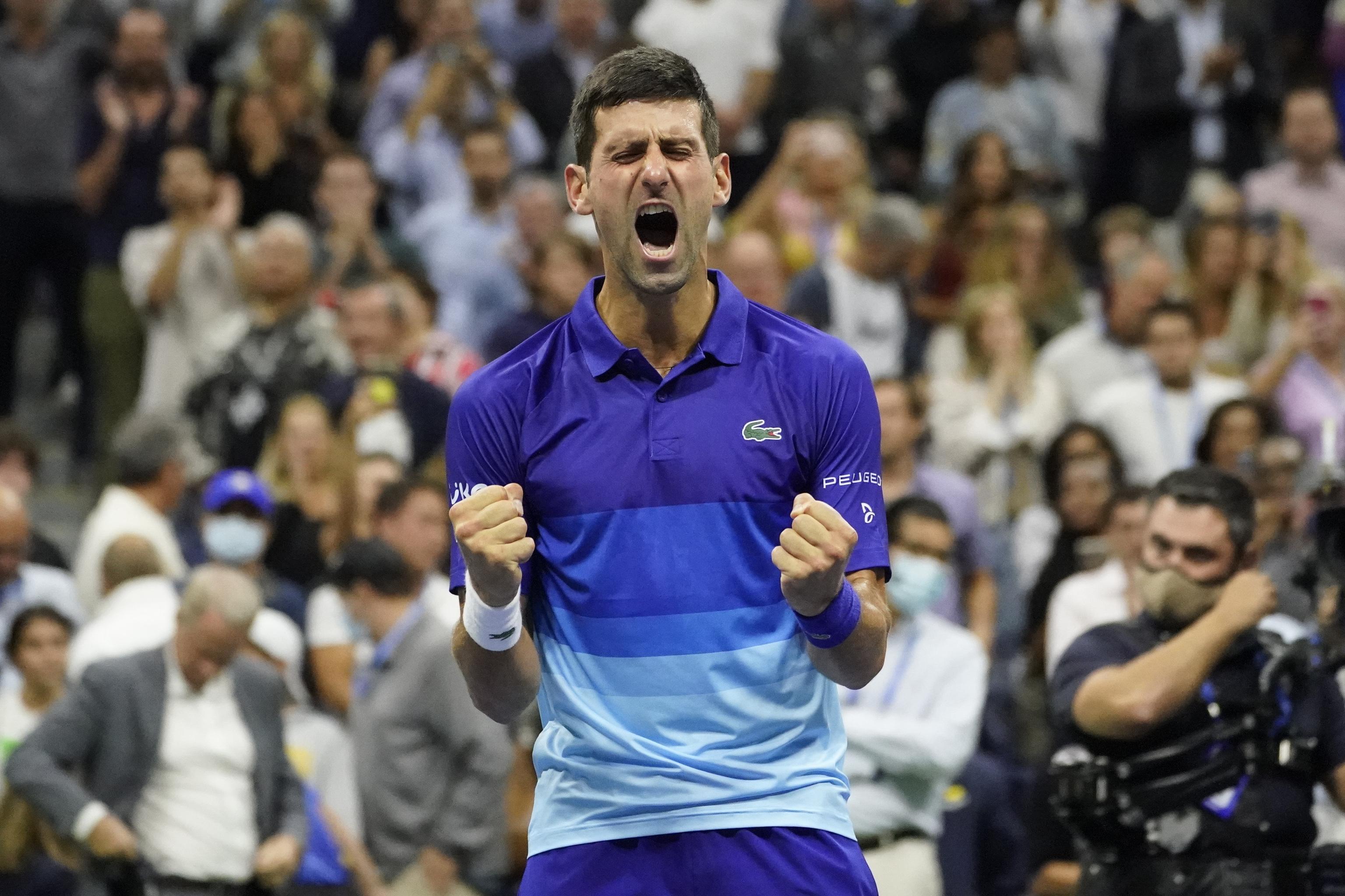 Djokovic celebra la victoria ante Zverev.