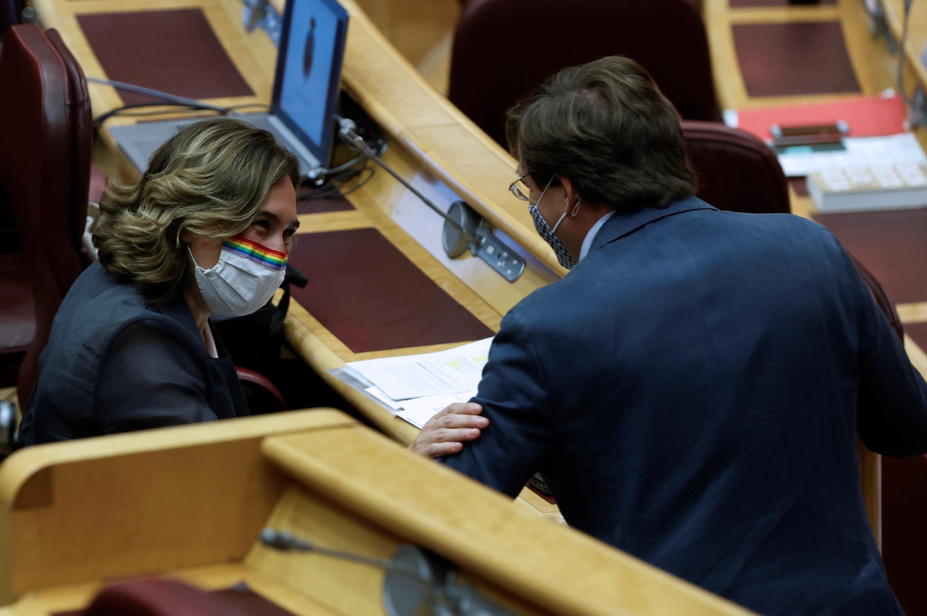 Ada Colau y José Luis Martínez-Almeida, el pasado miércoles en el Senado, donde firmaron un pacto de sostenibilidad.