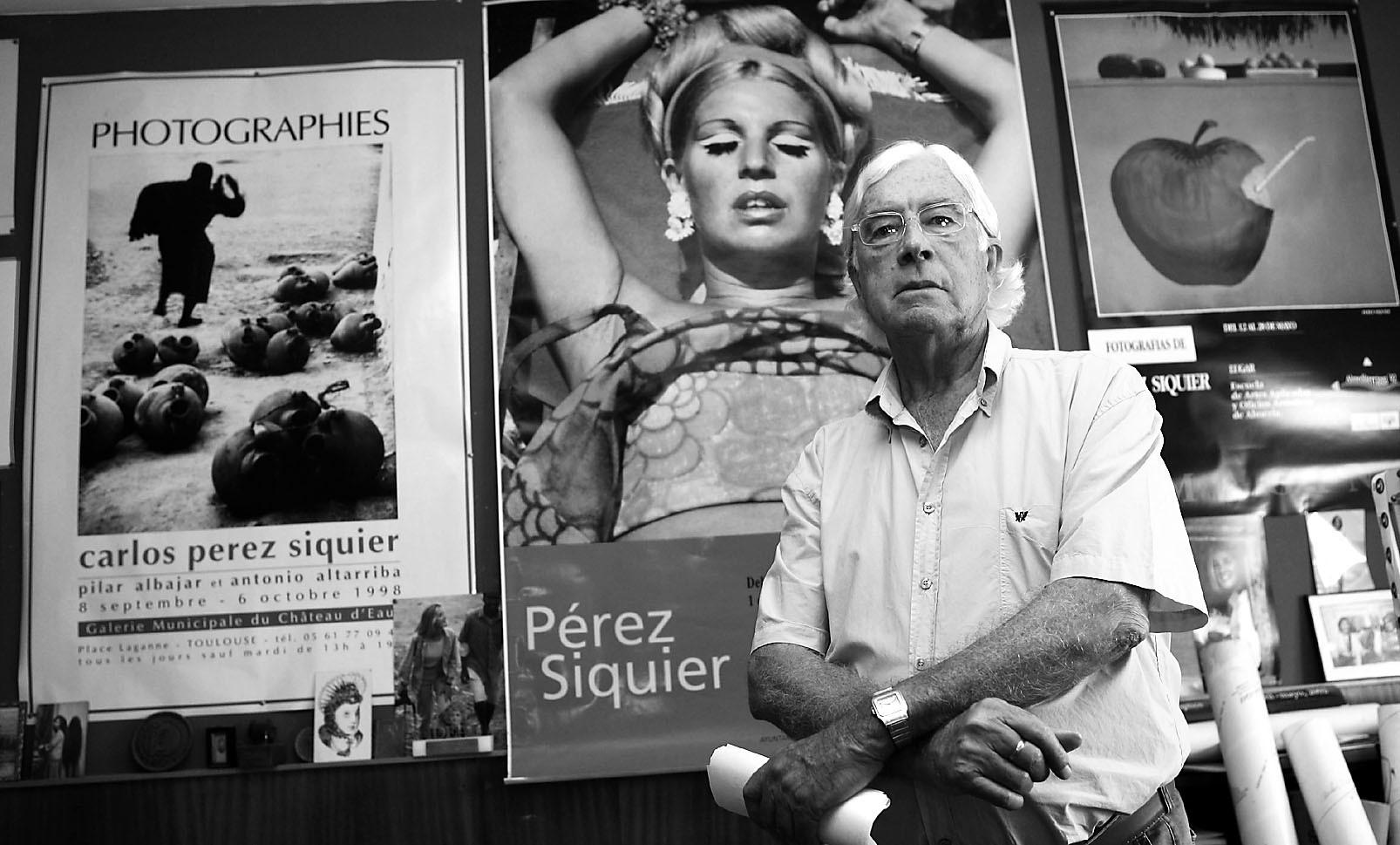 El fotógrafo Carlos Pérez Siquier, en Almería.