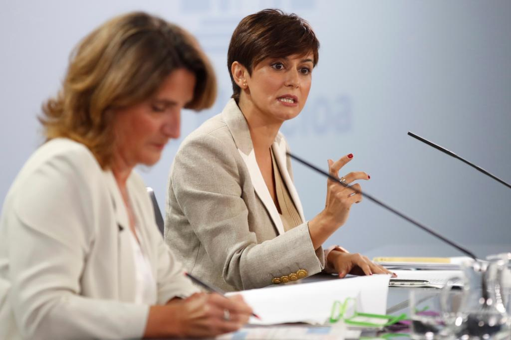 Teresa Ribera e Isabel Rodríguez, en rueda de prensa tras el Consejo de Ministros.
