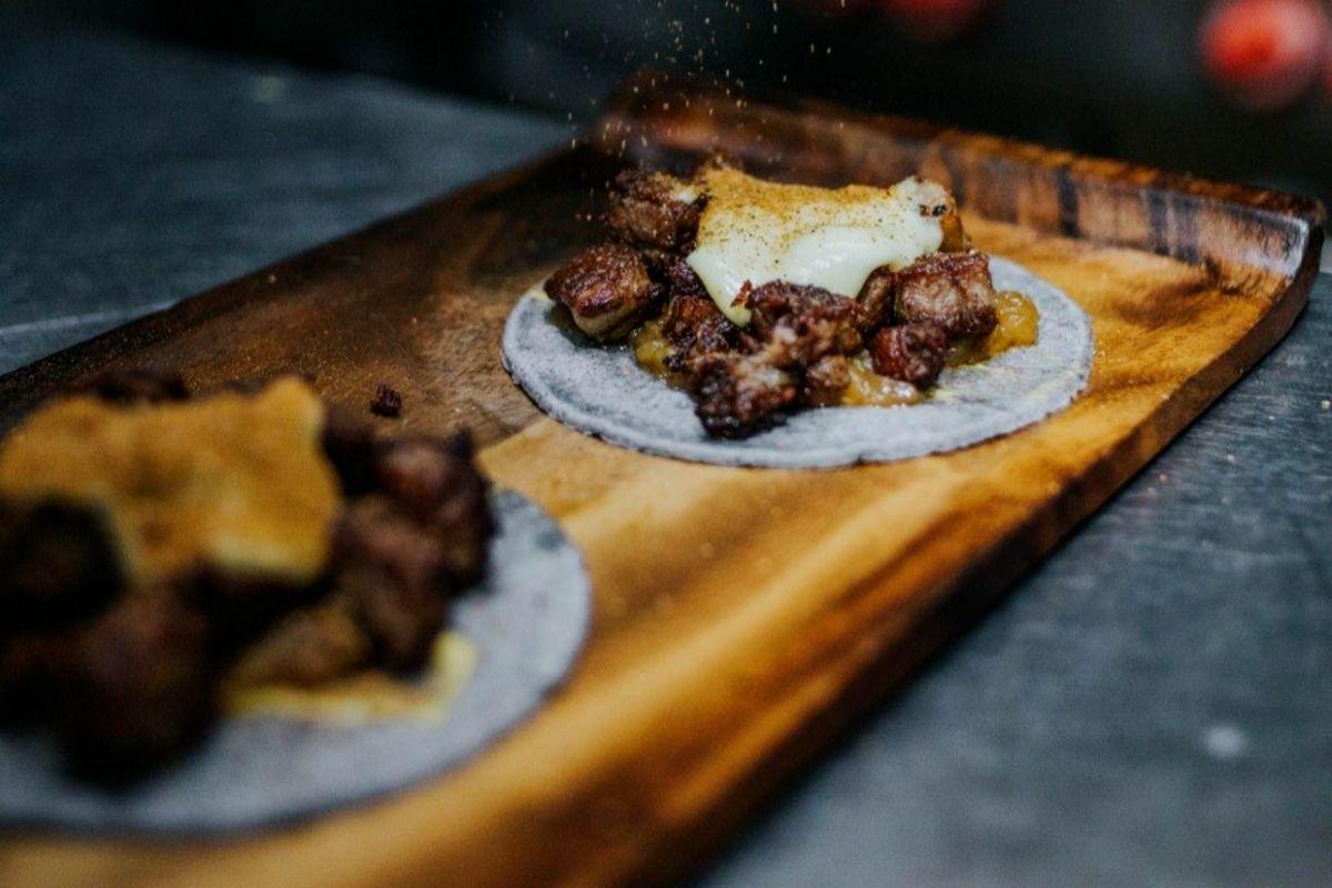 Taco de 'picanha' en nogada, en Mawey Taco Bar.