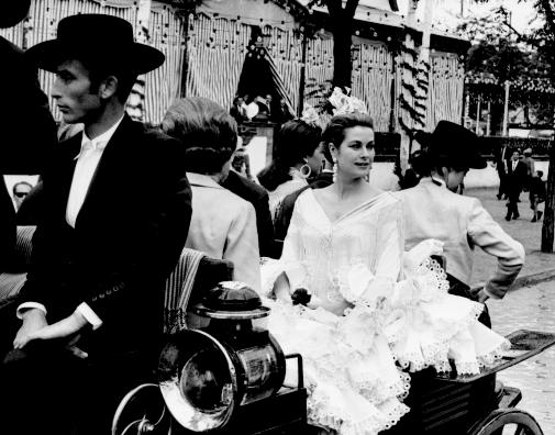 Grace Kelly en su viaje a Sevilla de 1966. A instancias de la duquesa de Alba, en la Feria lució un vestido confeccionado por Lina.