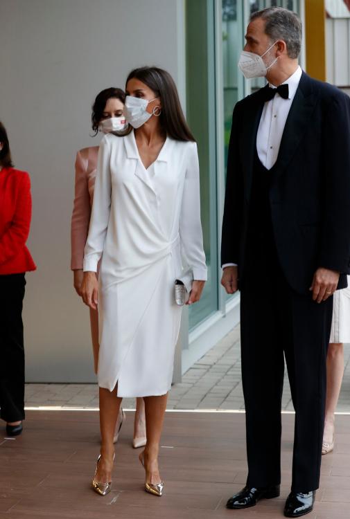 La Reina Letizia con un vestido blazer, que se ponía por segunda vez,...