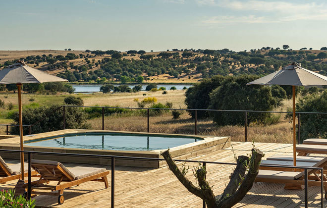Uno de las piscinas solo para adultos del complejo.