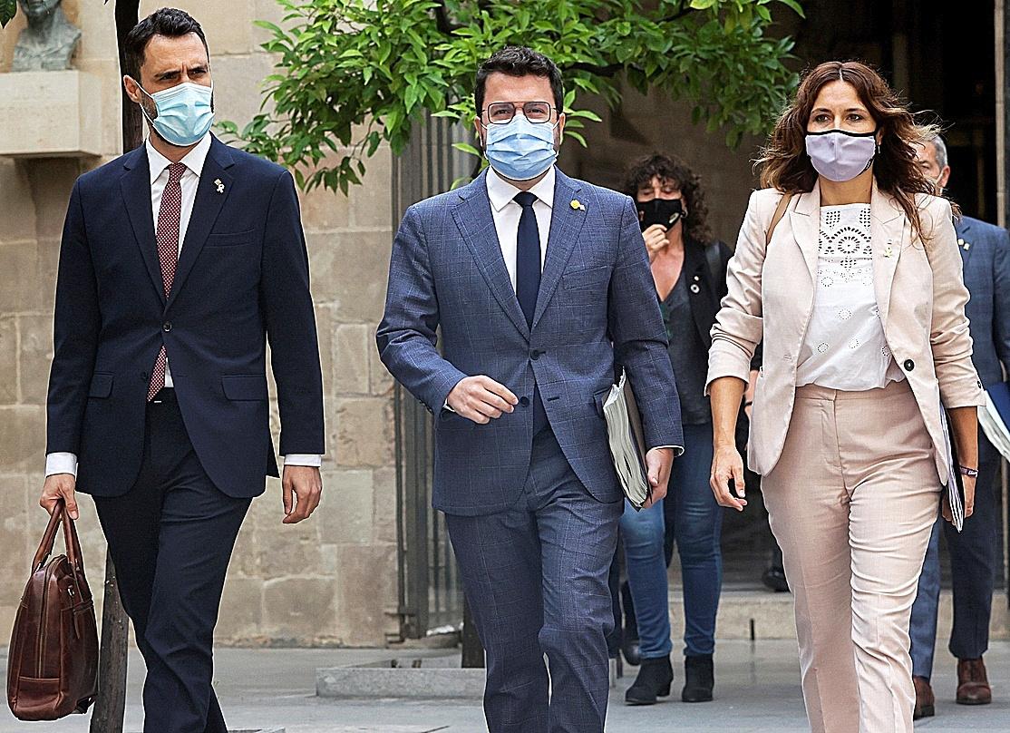 Pedro Sánchez y ERC refuerzan su alianza con Junts fuera de la mesa de negociación