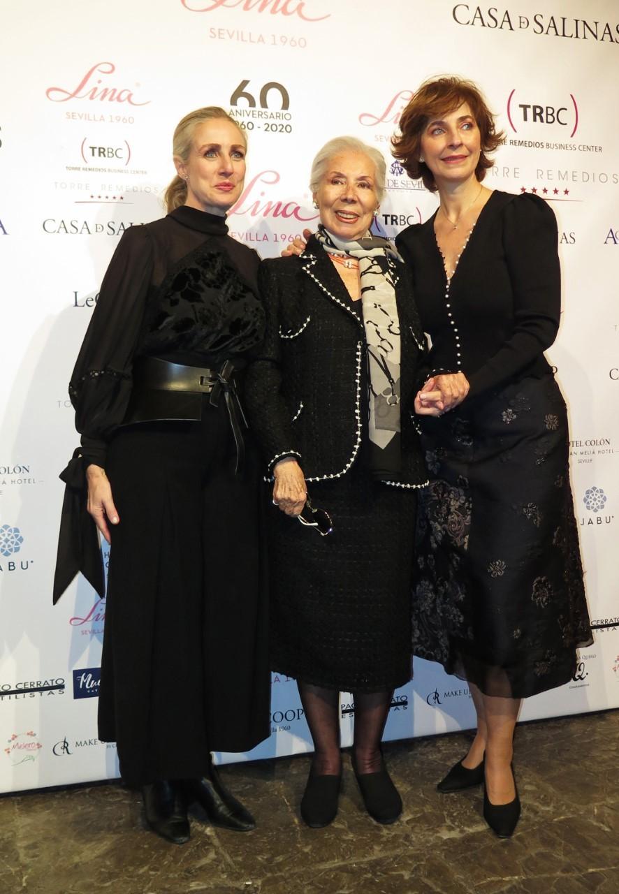 Lina con sus dos hijas,  Mila y Rocío, en el 60 aniversario de la firma.