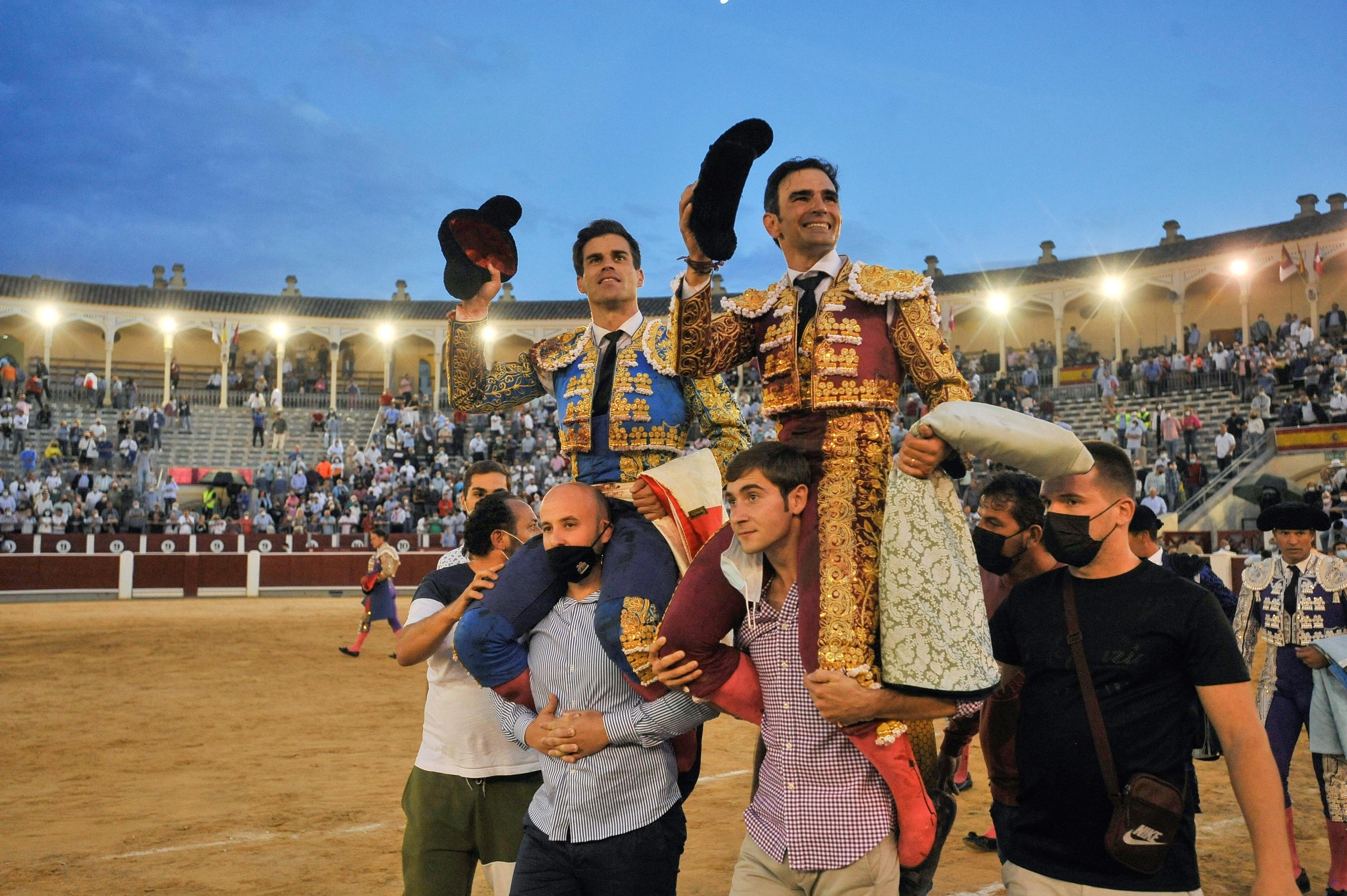 Emoción a raudales con Pinar, Serrano y un corridón de Victorino en el cierre de Albacete