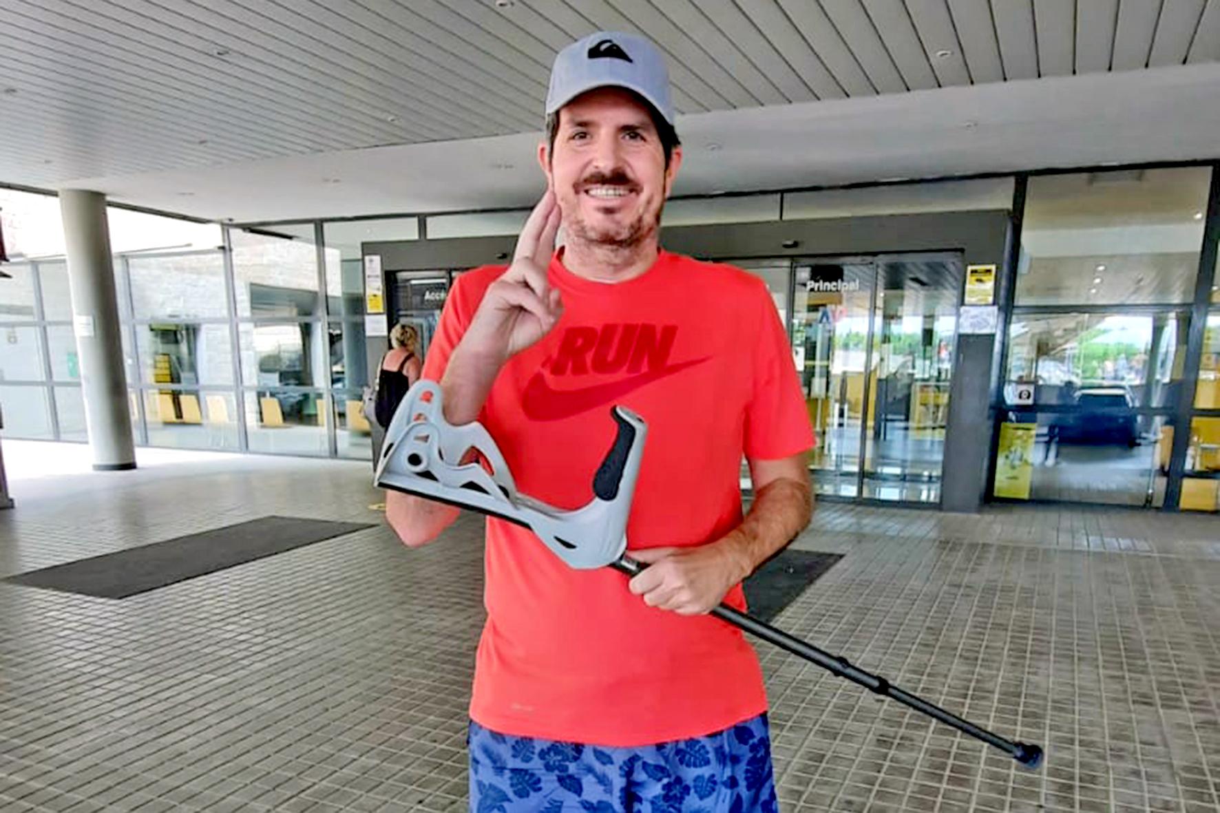 Juan Francisco, este martes por la tarde, en la puerta del hospital de La Plana, tras recibir el alta.