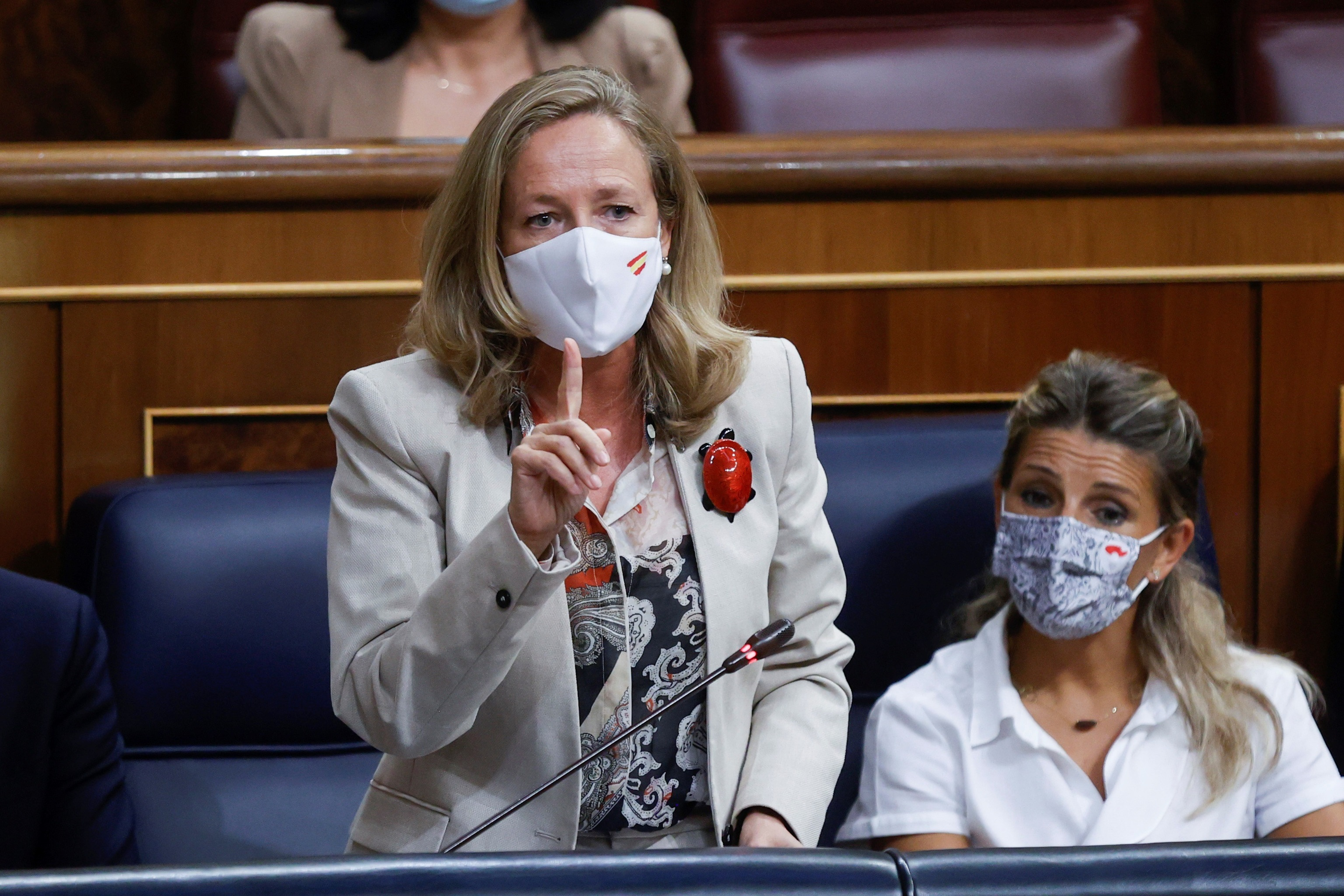 Nadia Calviño y Yolanda Díaz, en el Congreso.