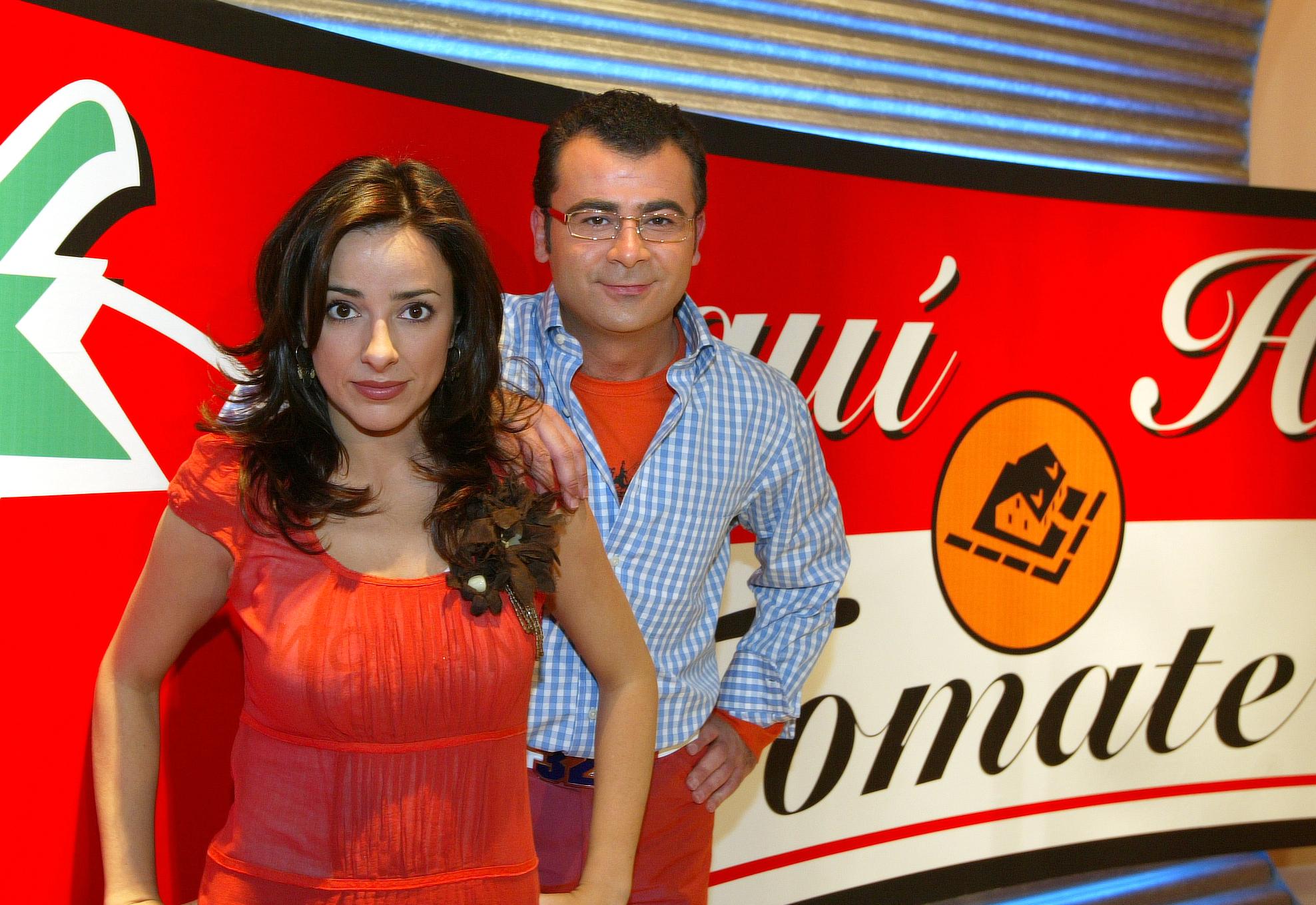 Carmen Alcayde y Jorge Javier Vázquez presentando 'Aquí hay tomate' en 2003