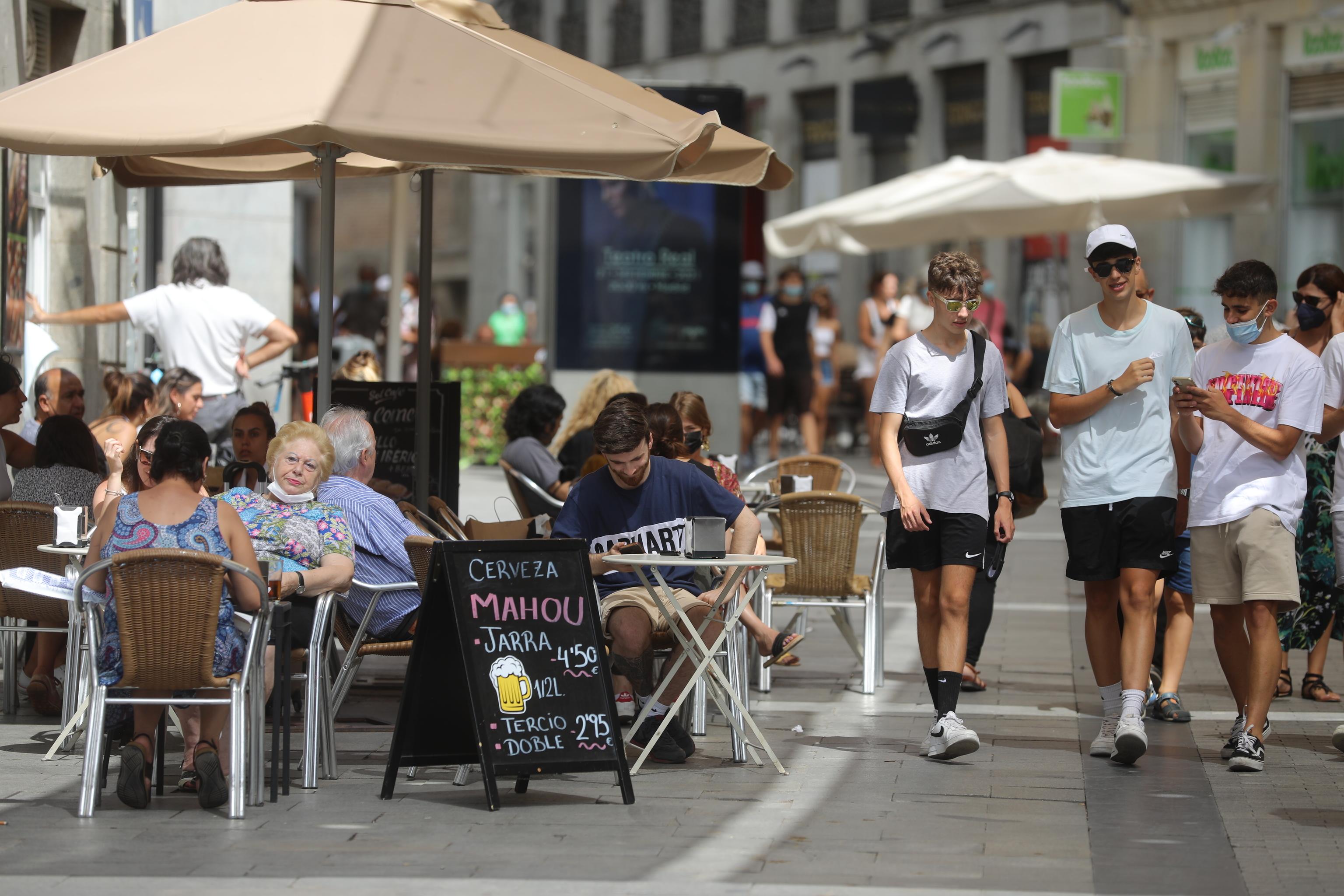Terrazas de bares y restaurantes en el centro de Madrid.