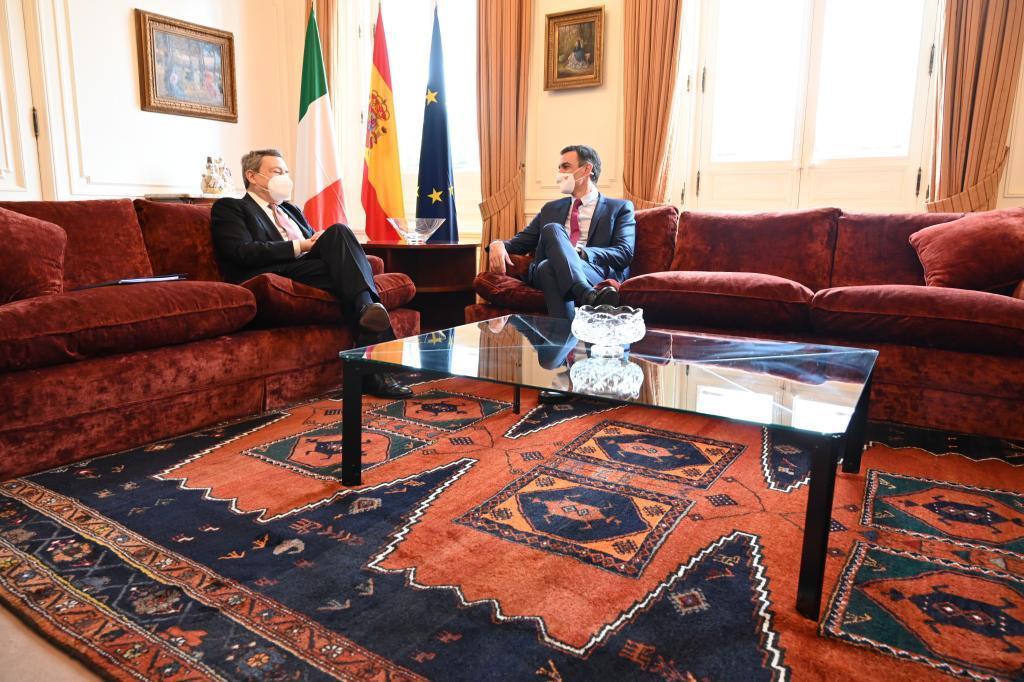 El primer ministro italiano, Mario Draghi junto al presidente de Gobierno, Pedro Sánchez