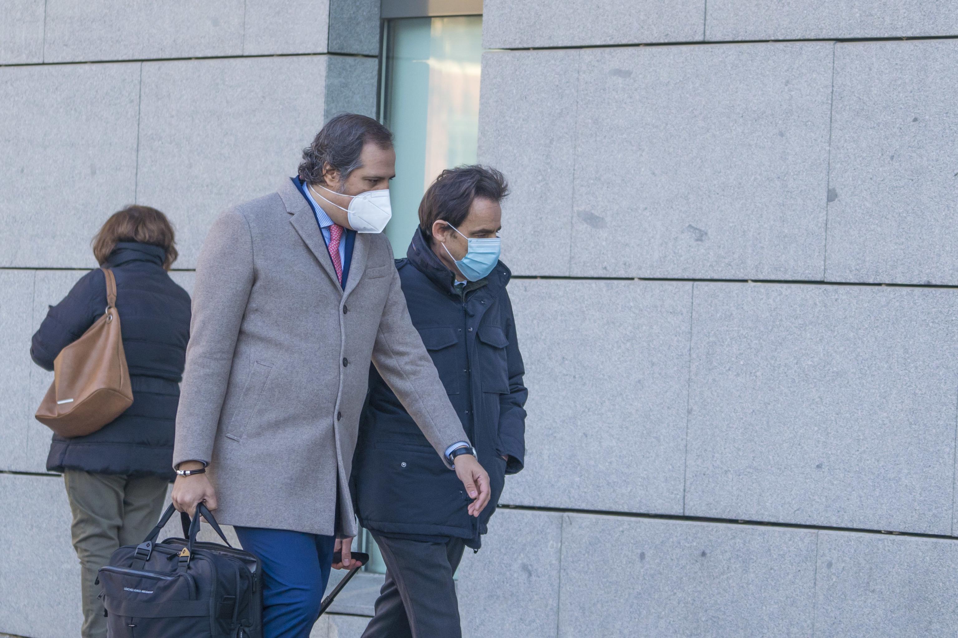 Javier López Madrid (dcha.) llega a la Audiencia Nacional acompañado de su abogado.