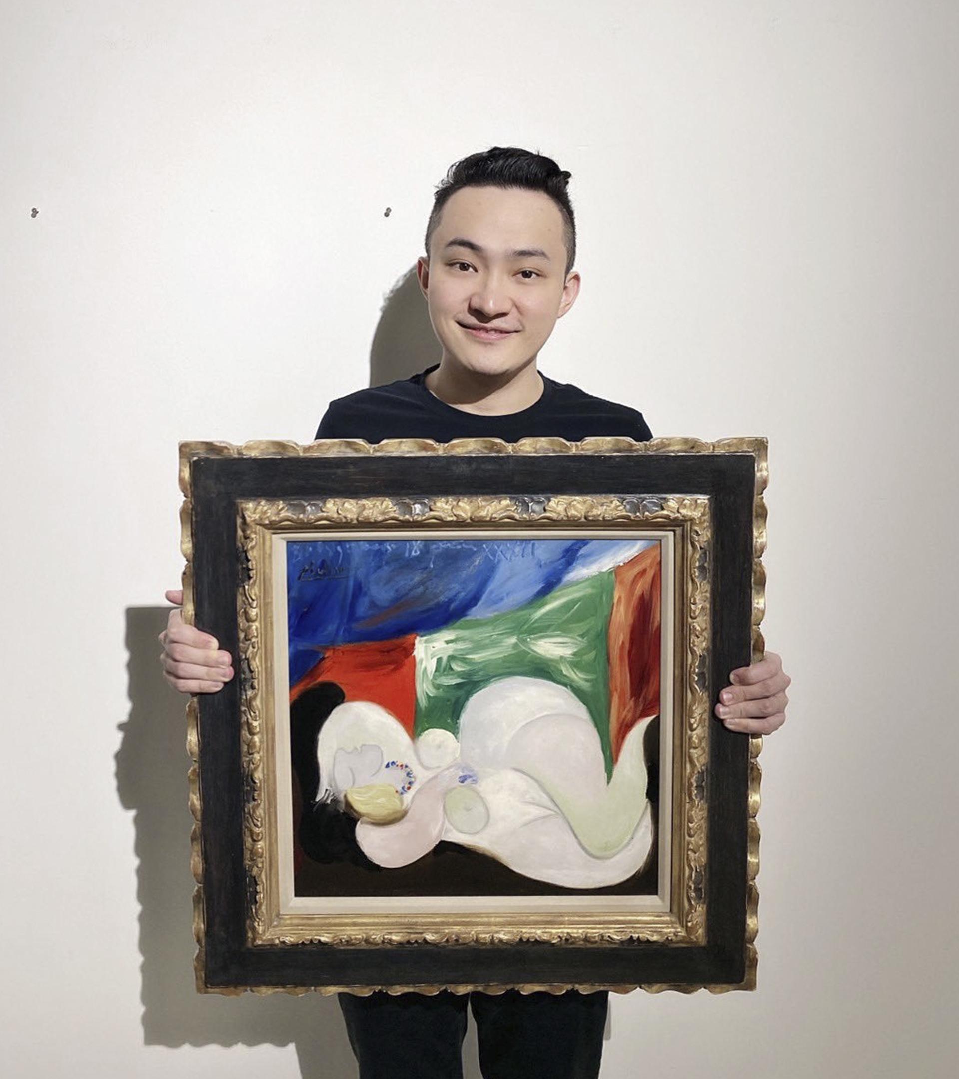 Justin Sun con el Picasso que tokenizó.
