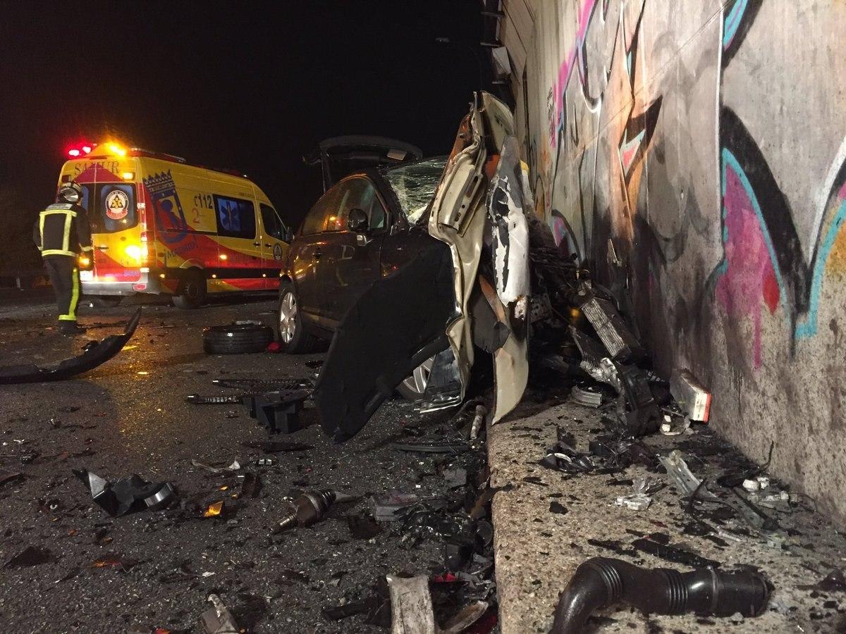 Un vehículo kamikaze que circulaba por dirección contraria ha colisionado frontalmente con otro vehículo esta noche en el kilómetro 25 de la M50, a la altura de Coslada, y ha provocado la muerte del otro conductor un joven de 35 años. EFE/Comunidad de Madrid