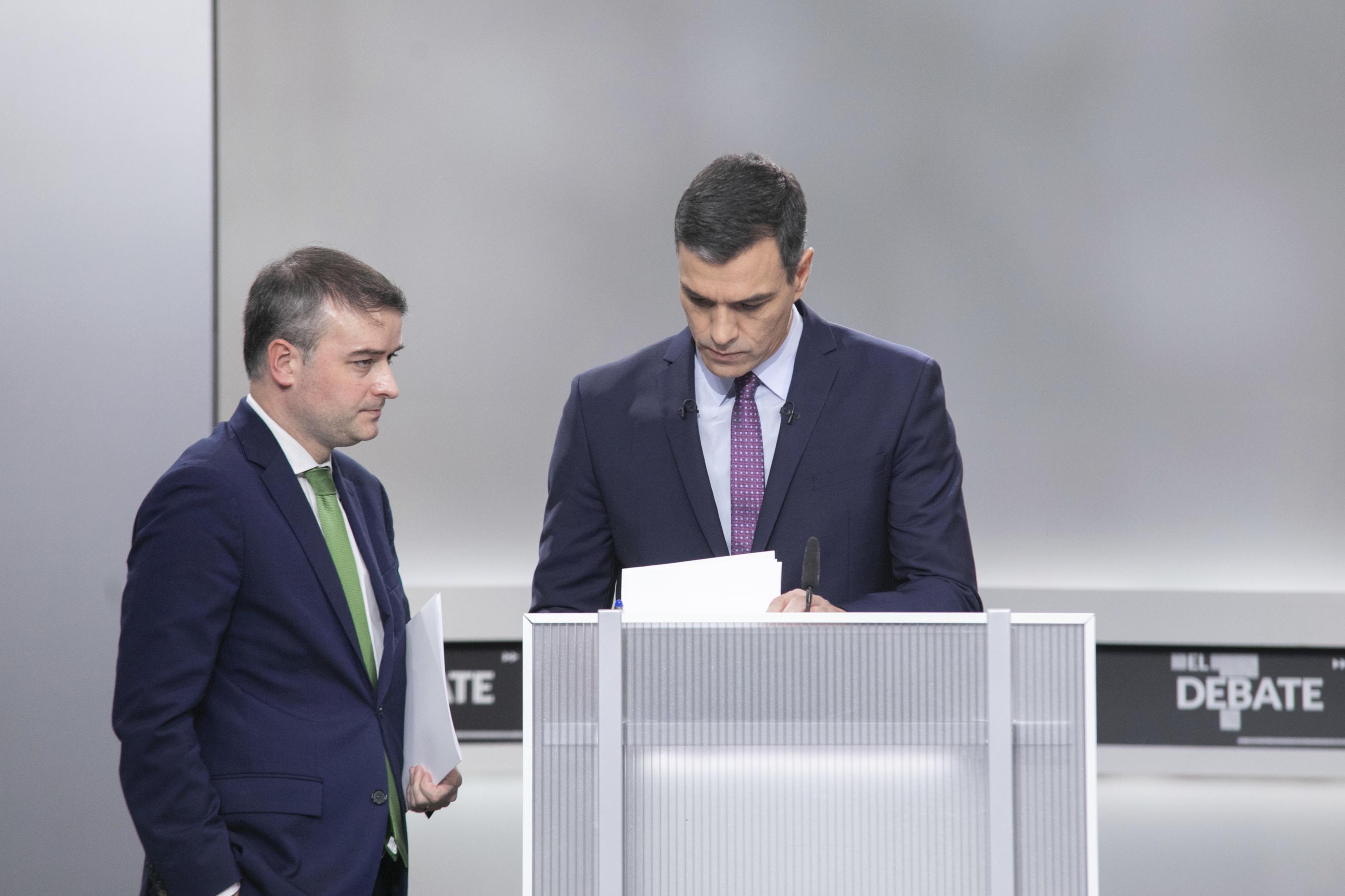 Iván Redondo junto a Pedro Sánchez en un debate