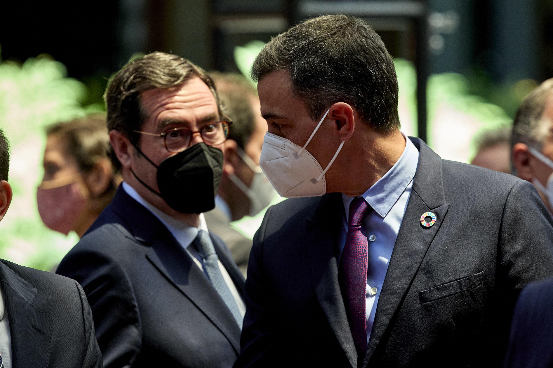 El presidente de la CEOE, Antonio Garamendi y el presidente del Gobierno, Pedro Sánchez, el pasado mes de mayo.