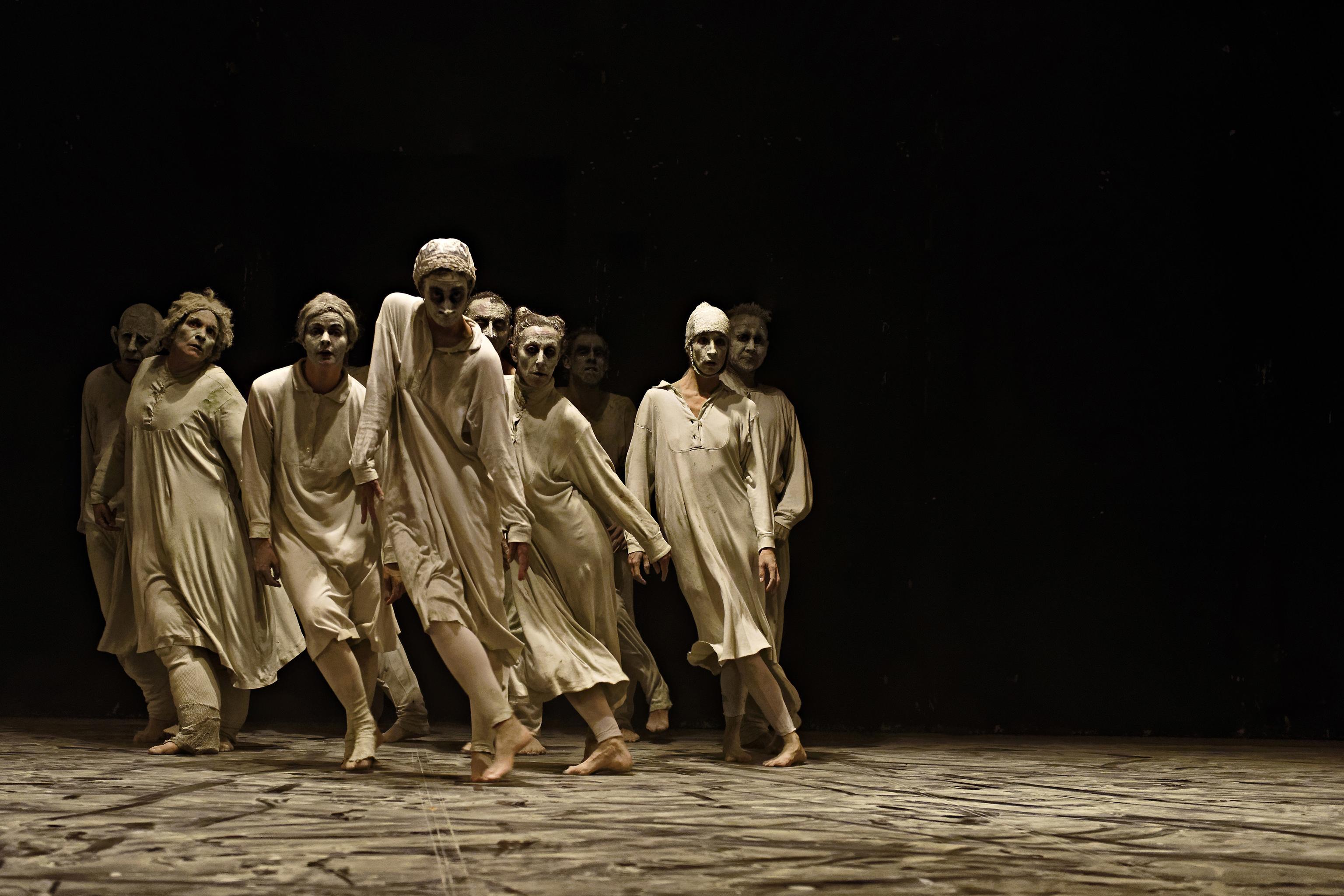 Bailarines de la función May B.