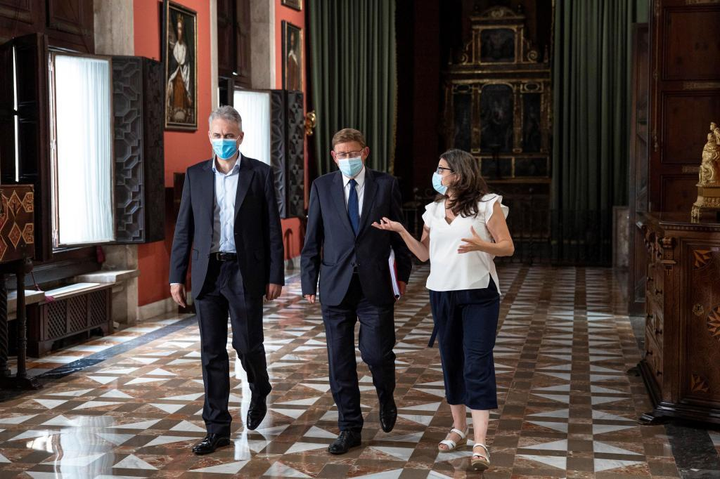 Héctor Illueca, Ximo Puig y Mónica Oltra, en el Palau de la Generalitat.