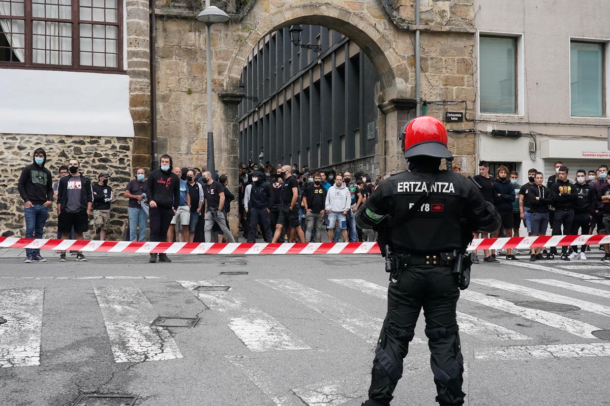 Radicales se concentran en el acto por las víctimas del terrorismo.