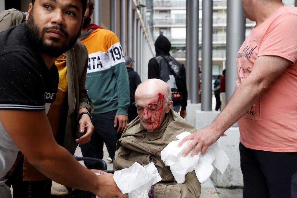 El hombre herido en el acoso a los asistentes al acto de Vox en Mondragón