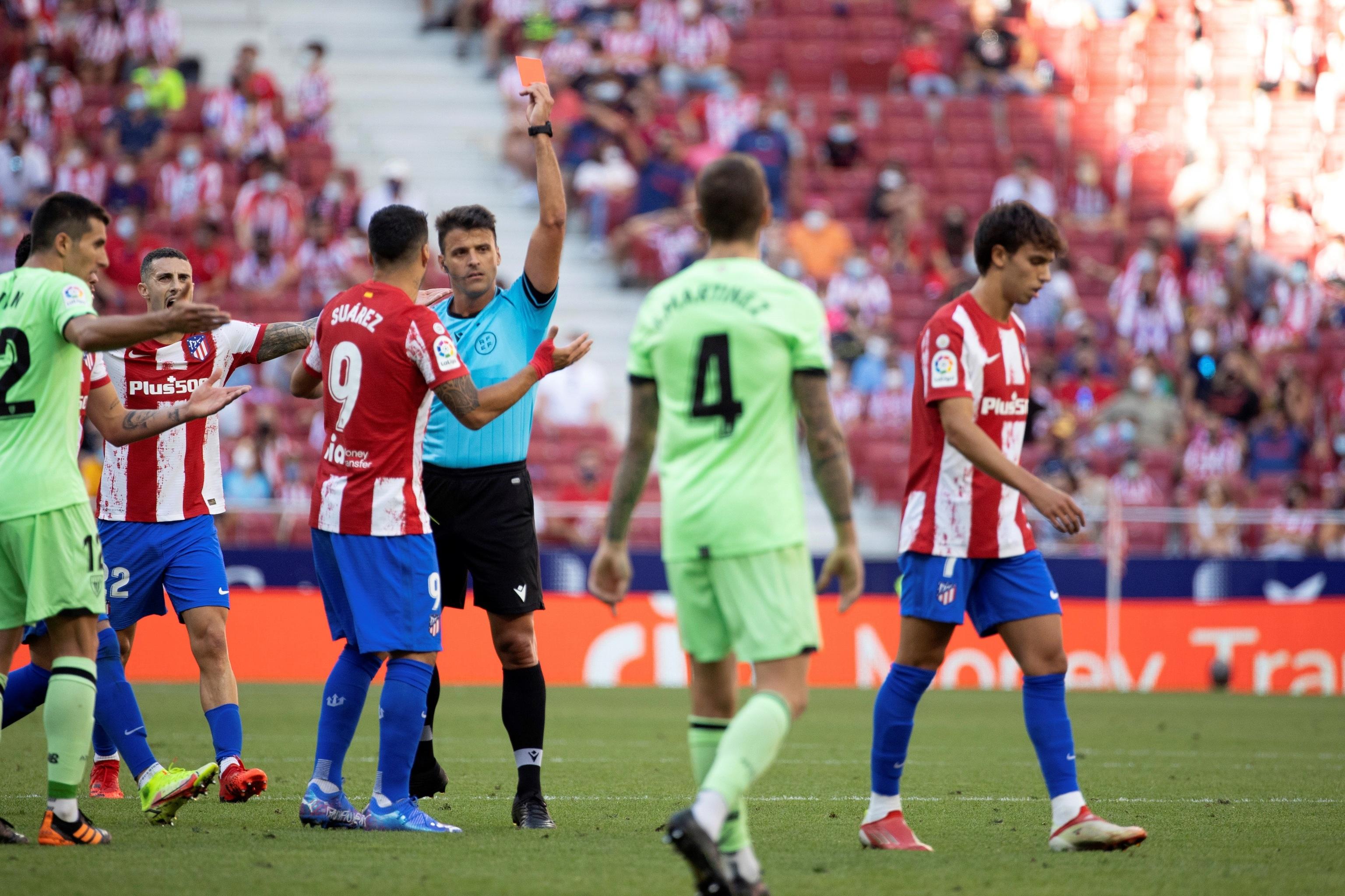 Gil Manzano expulsa a Joao Félix.