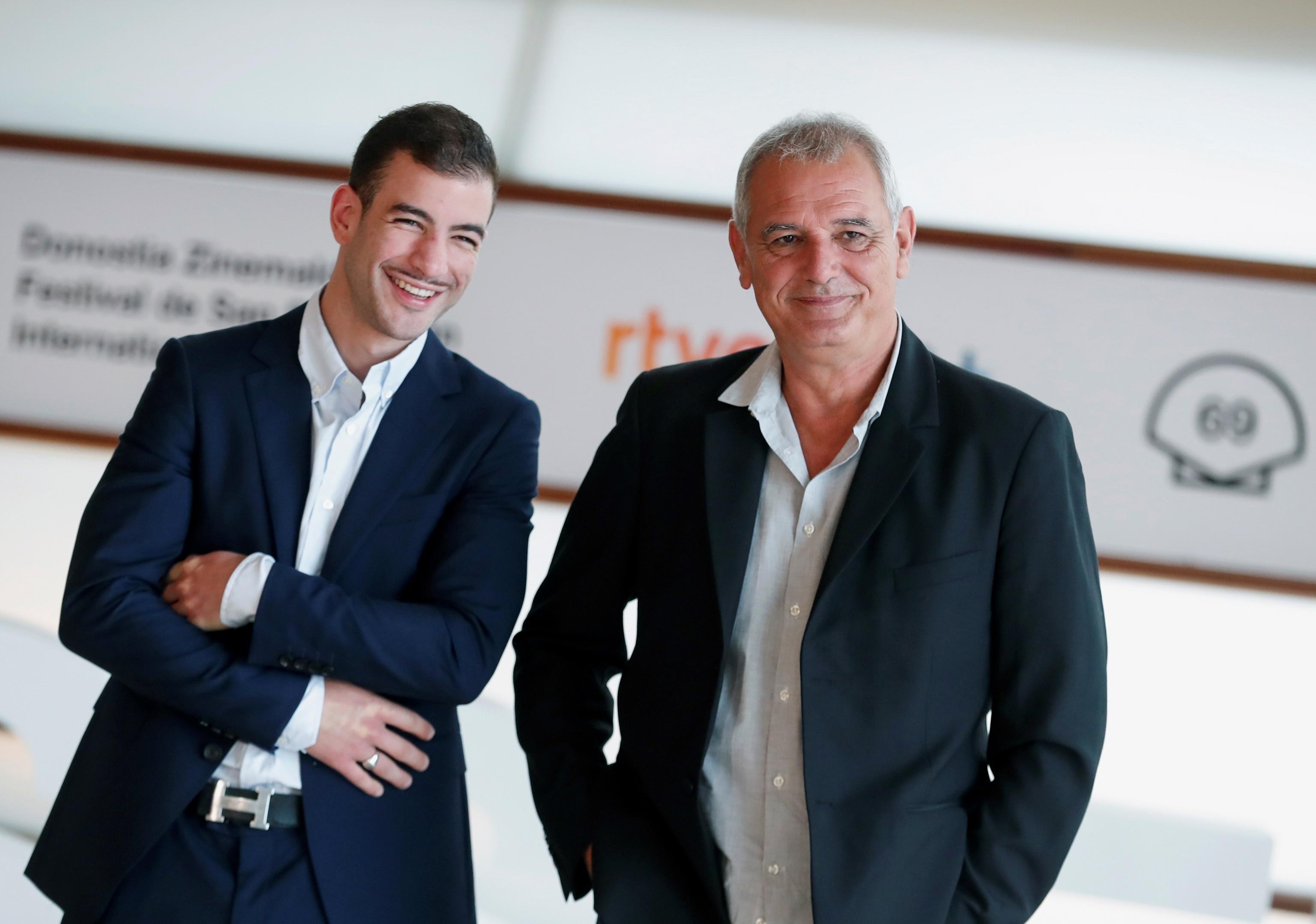 El realizador Laurent Cantet posa junto al actor Rabah Nait Oufella tras presentar su película 'Arthur Rambo'
