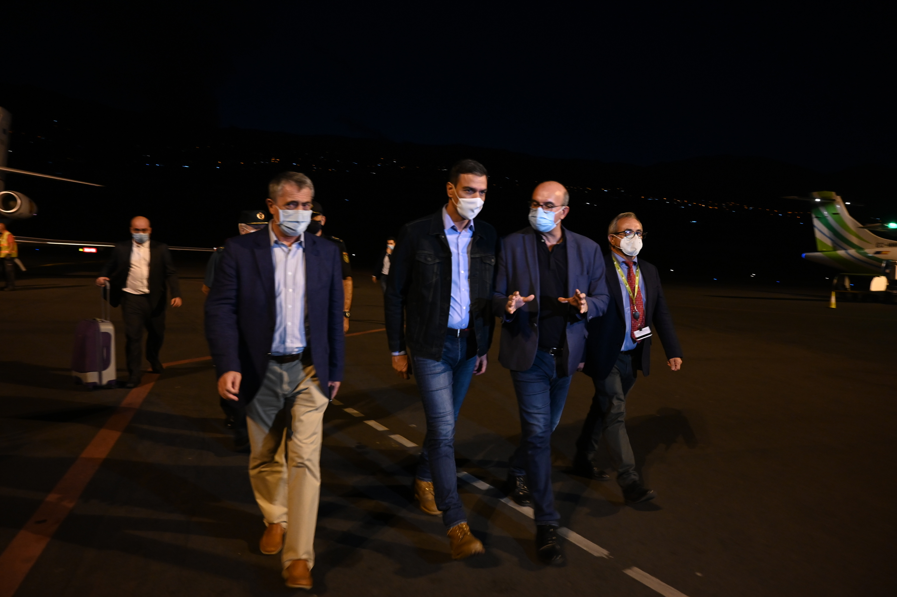 Sánchez, a su llegada a La Palma para hacer seguimiento de la situación tras la erupción de Cumbre Vieja.