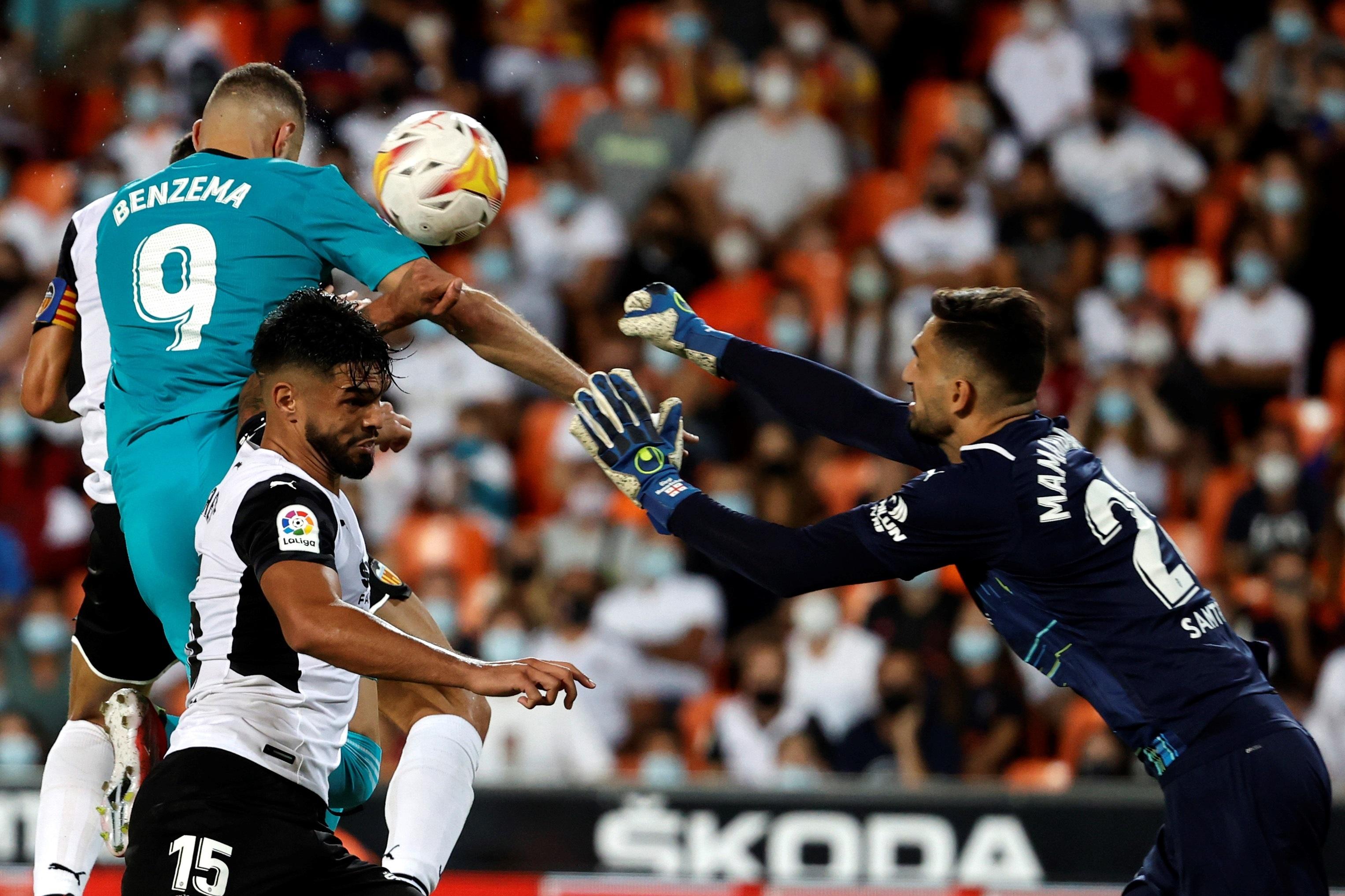 El remate con el hombro de Benzema que valió el triunfo en Mestalla.