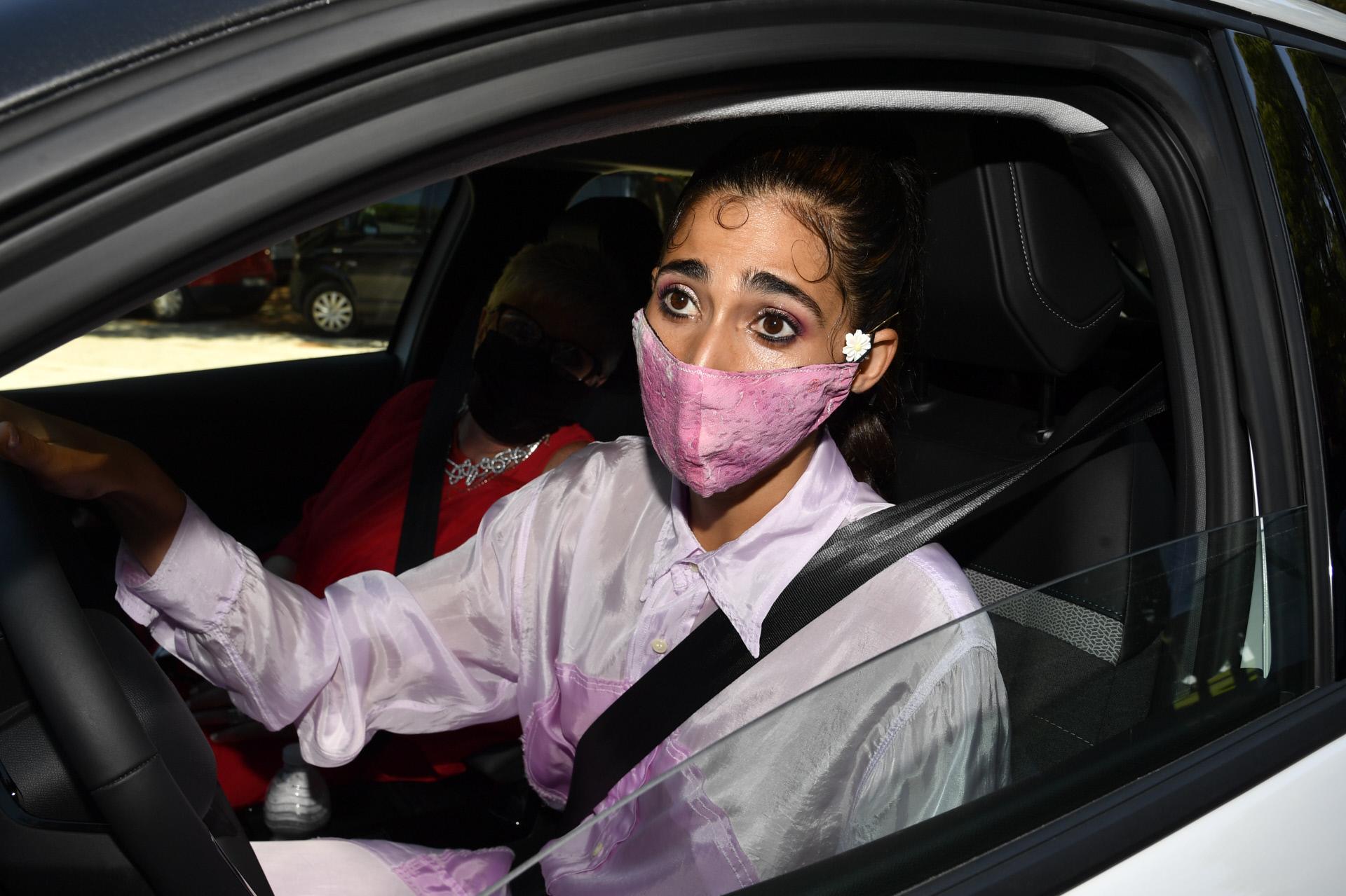Alba Flores a su llegada a la finca donde se celebraba la boda de su prima.