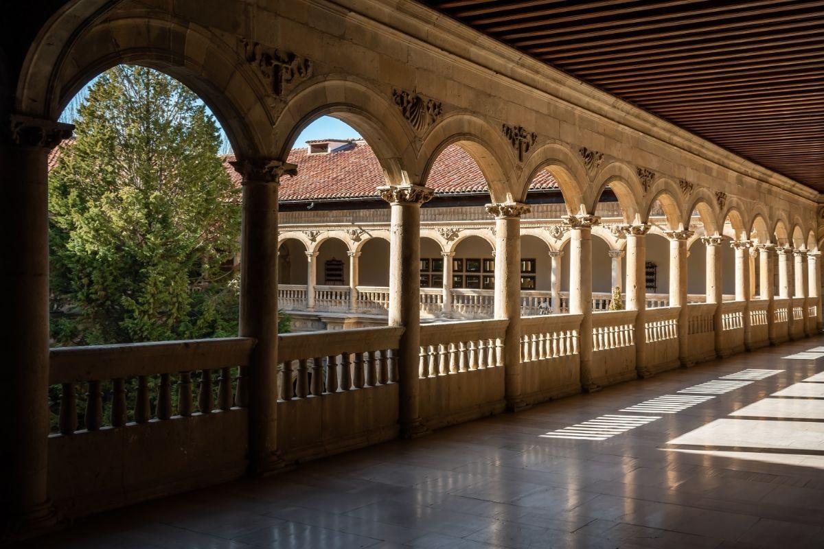 El claustro del Parador de León