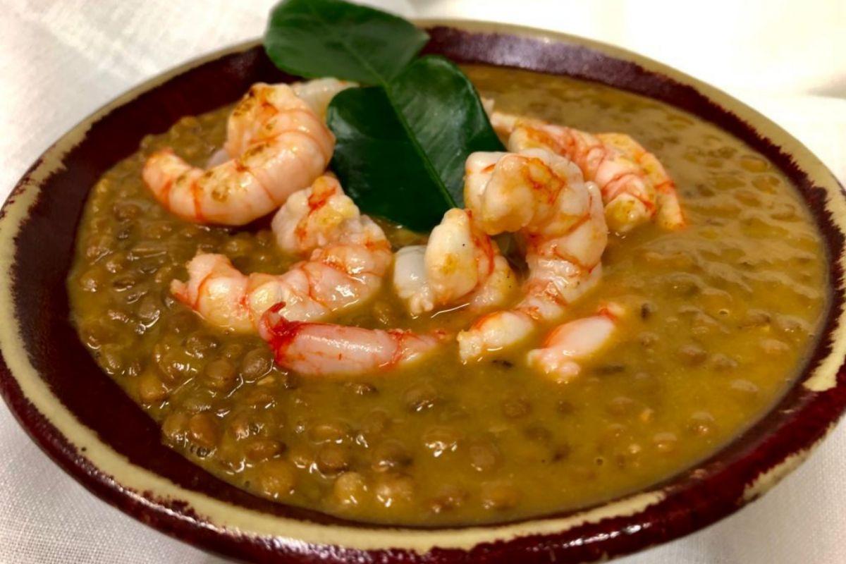 Lentejas estofadas al curry suave, otro clásico del cocinero manchego.