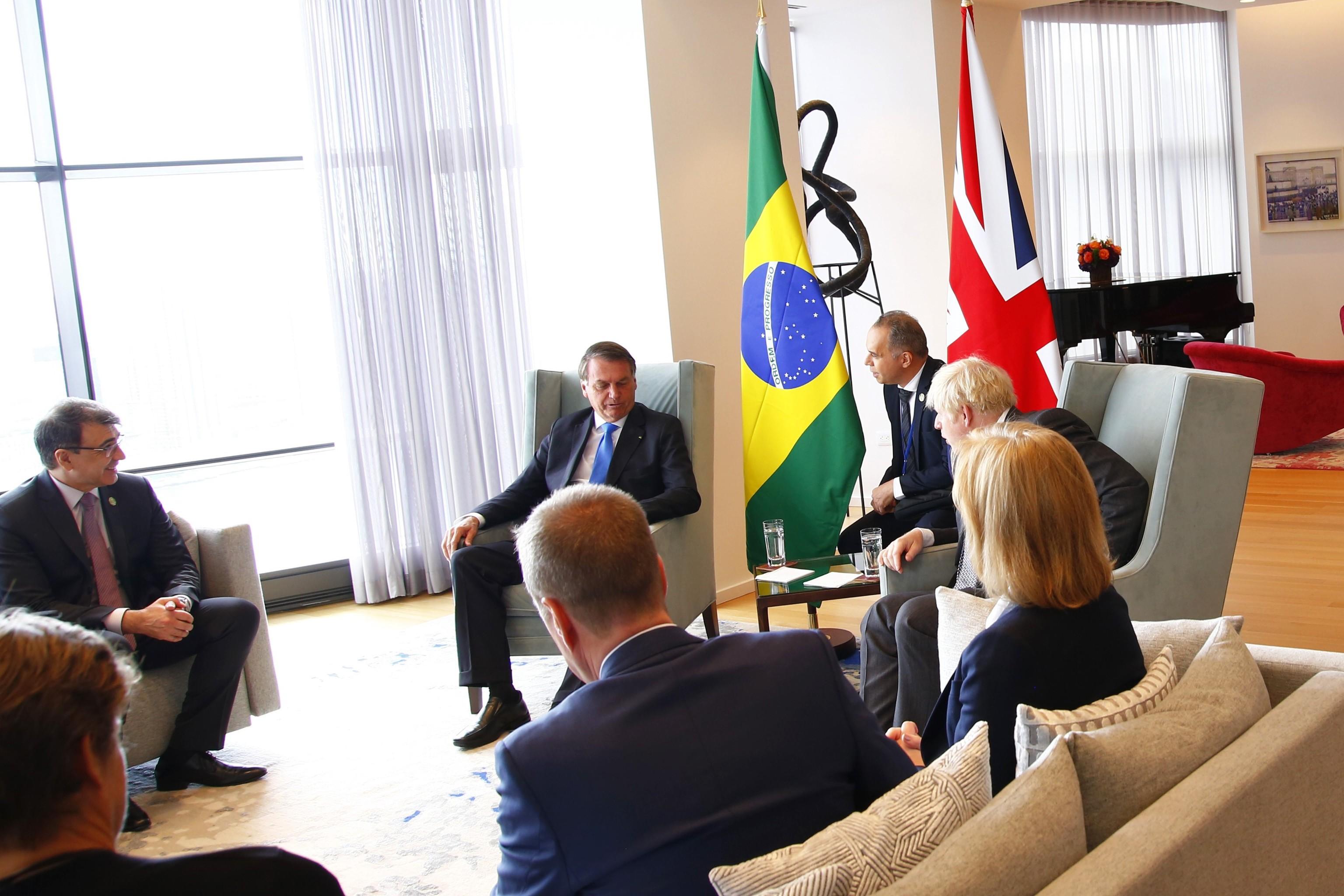 Jair Bolsonaro y Boris Johnson mantienen una reunión bilateral en Nueva York, el lunes.