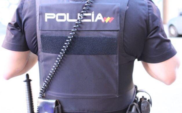 Una agente de la Policía Nacional durante una intervención.
