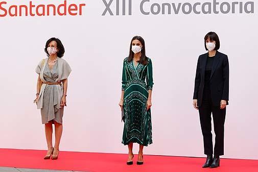 Looks completos de las tres asistentes a la clausura de Proyectos Sociales de Banco Santander.