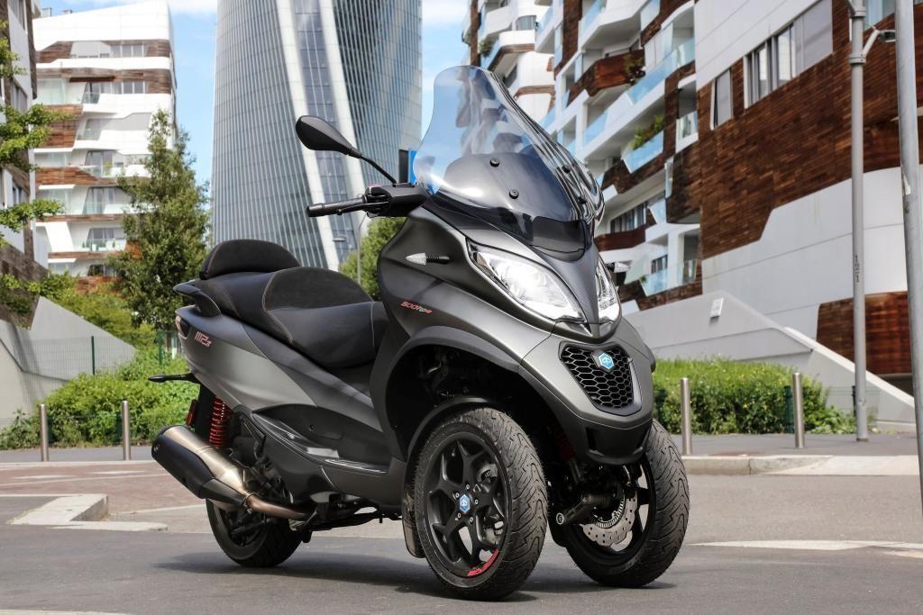 Piaggio fue el primer gran grupo en lanzar un modelo con doble rueda delantera
