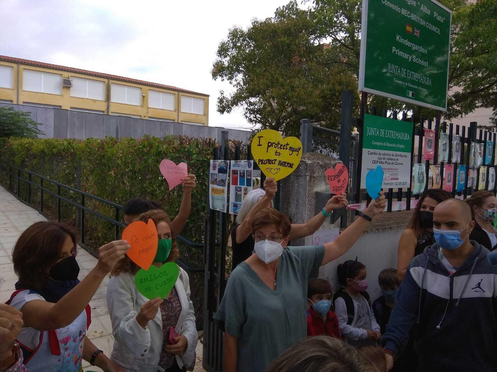 Protestas de profesores a las puertas del colegio, la semana pasada.